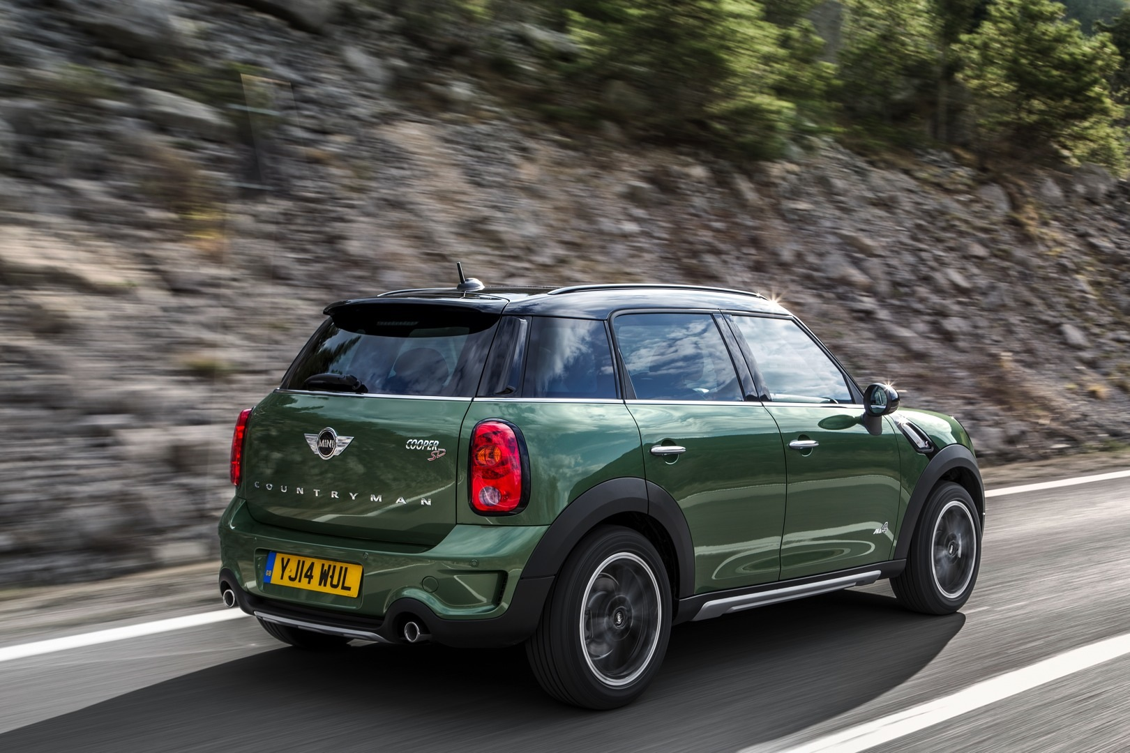 2015 mini countryman receives slight makeover autoevolution. Black Bedroom Furniture Sets. Home Design Ideas