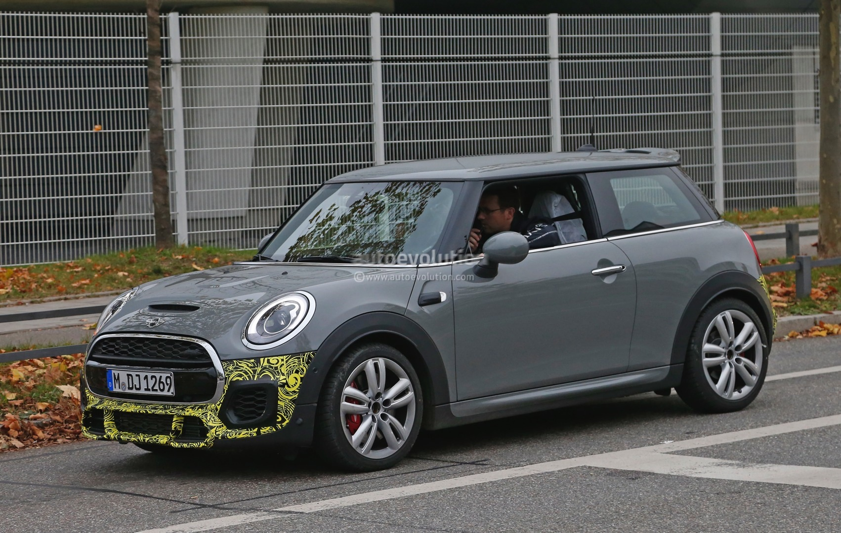 2015 mini john cooper works hardtop spied in production. Black Bedroom Furniture Sets. Home Design Ideas