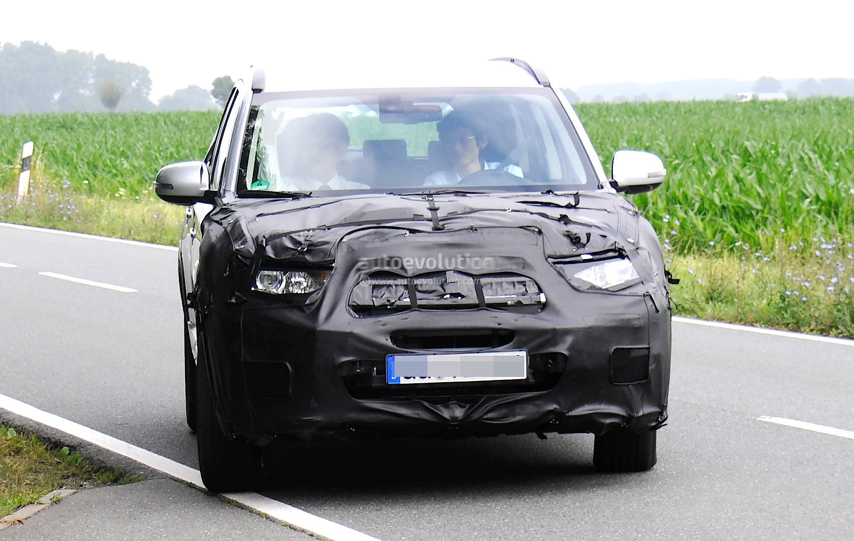 2015 mitsubishi outlander spied again this time in europe autoevolution. Black Bedroom Furniture Sets. Home Design Ideas