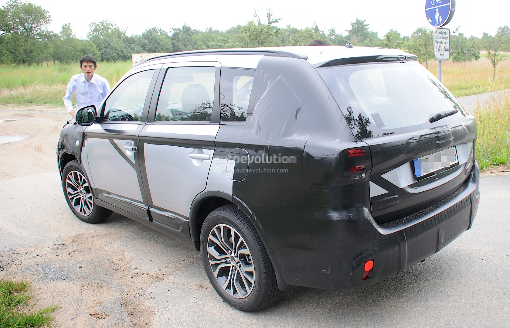 2015 mitsubishi outlander spied again this time in europe. Black Bedroom Furniture Sets. Home Design Ideas