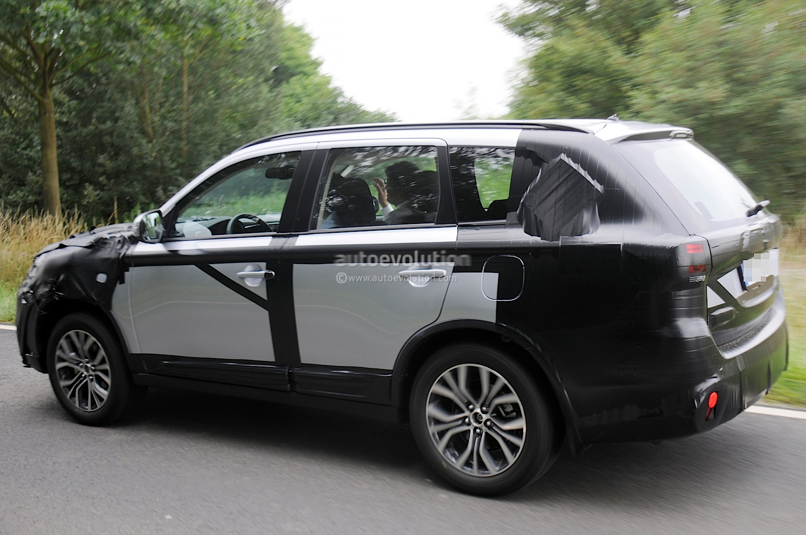 2015 Mitsubishi Outlander Spied Again, This Time in Europe