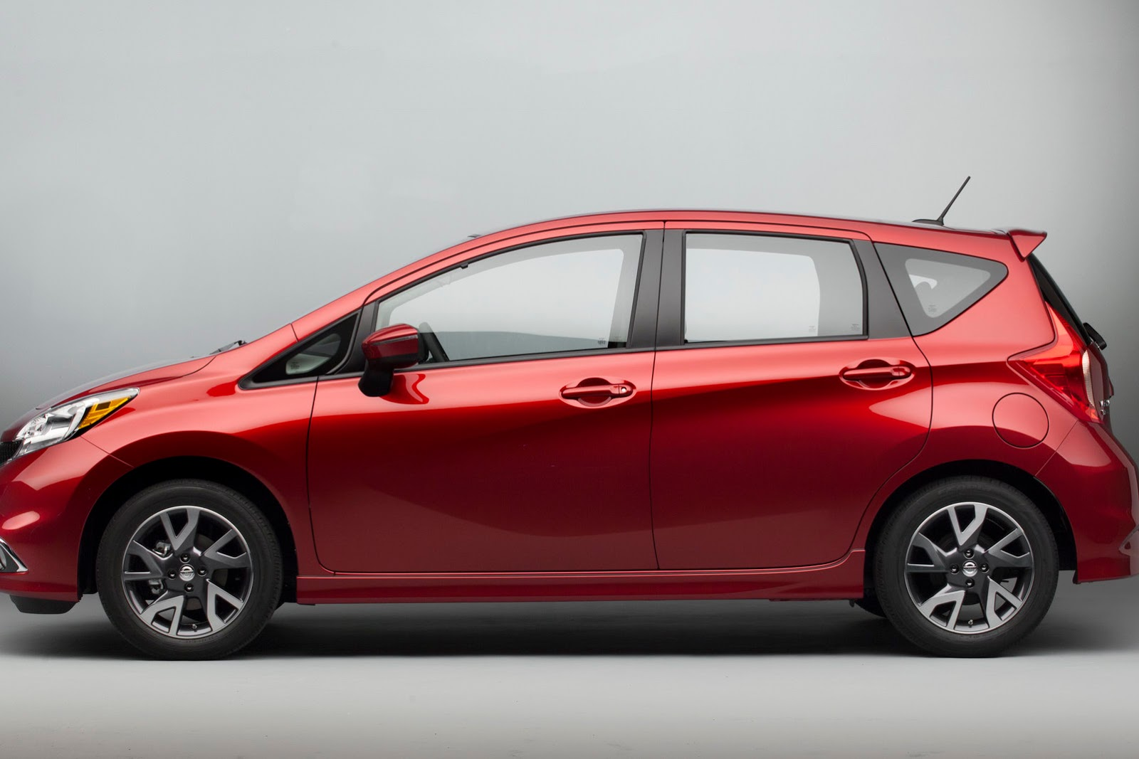 2015 Nissan Versa Note Sr Debuts In Chicago Autoevolution