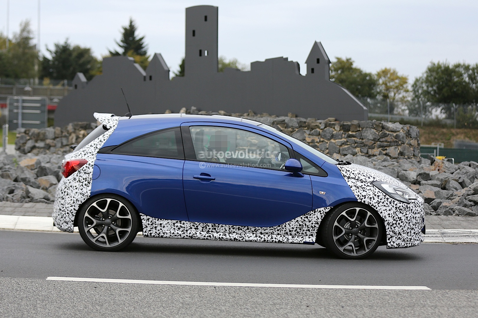 2014 - [Opel] Corsa IV [E] - Page 3 2015-opel-corsa-opc-spied-testing-photo-gallery_5