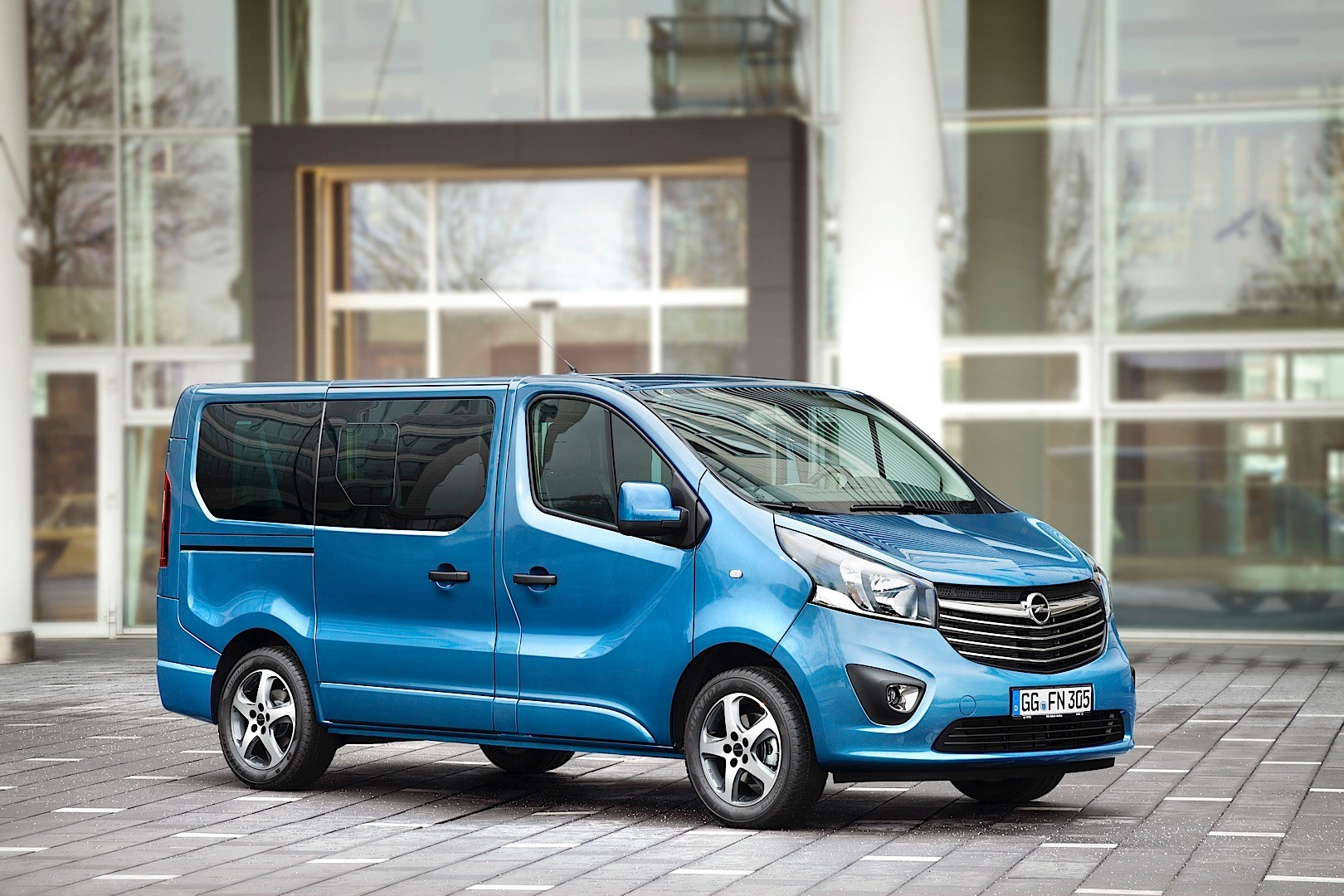 2015 opel vivaro irmscher tourer pack launched autoevolution for Interieur 2015