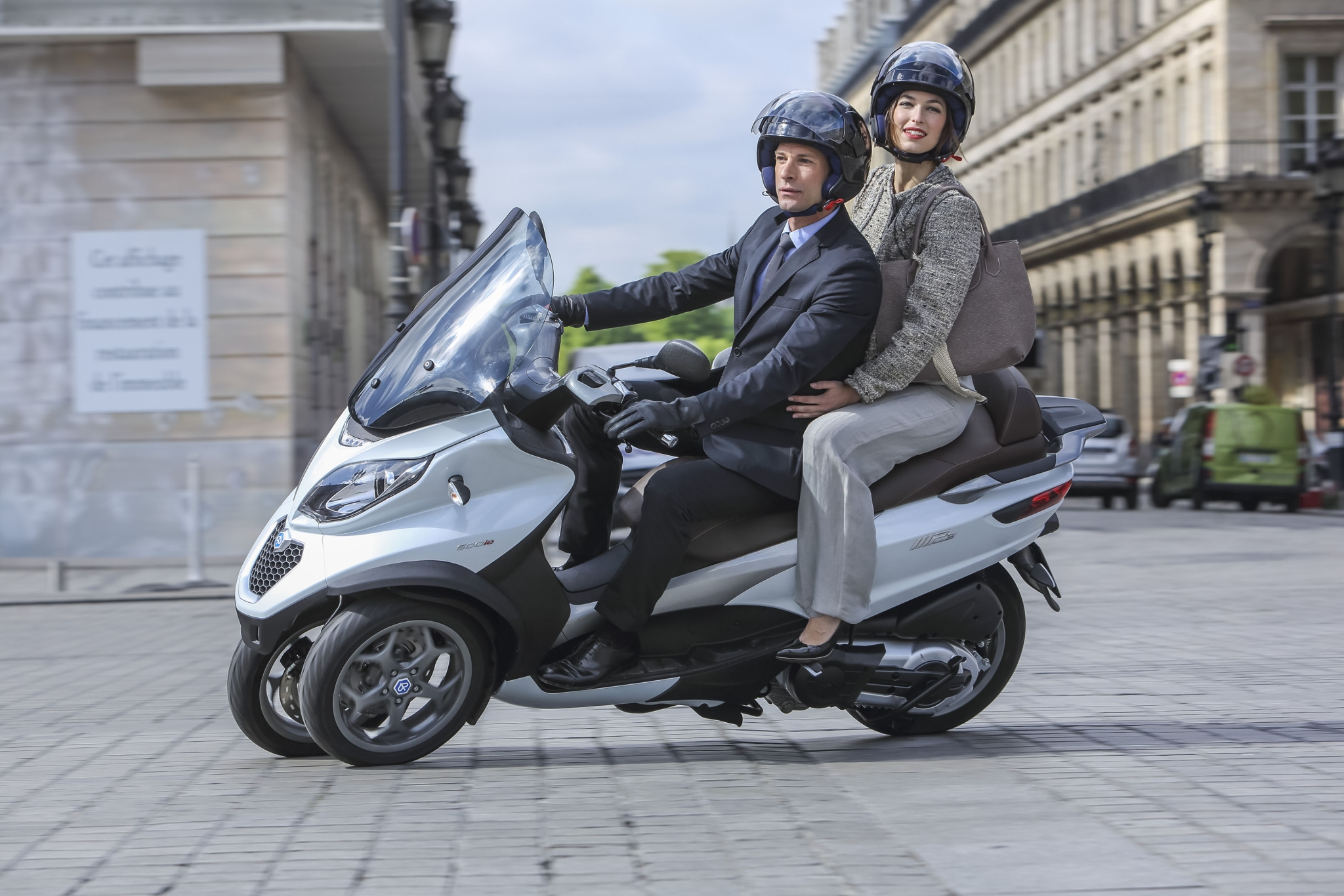 2015 piaggio mp3 500 3 wheeled scooter is here autoevolution. Black Bedroom Furniture Sets. Home Design Ideas