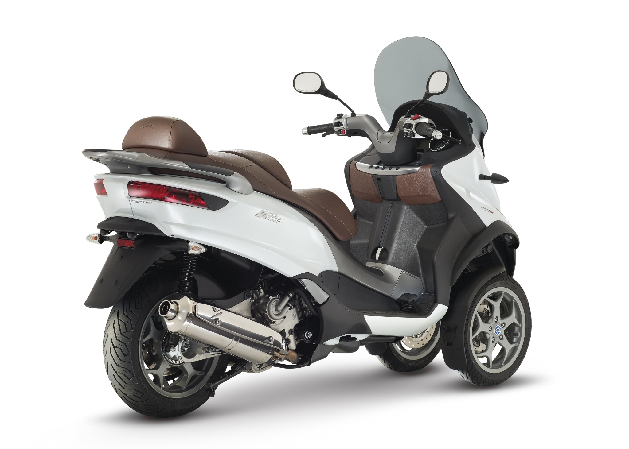 2015 piaggio mp3 500 3-wheeled scooter is here - autoevolution