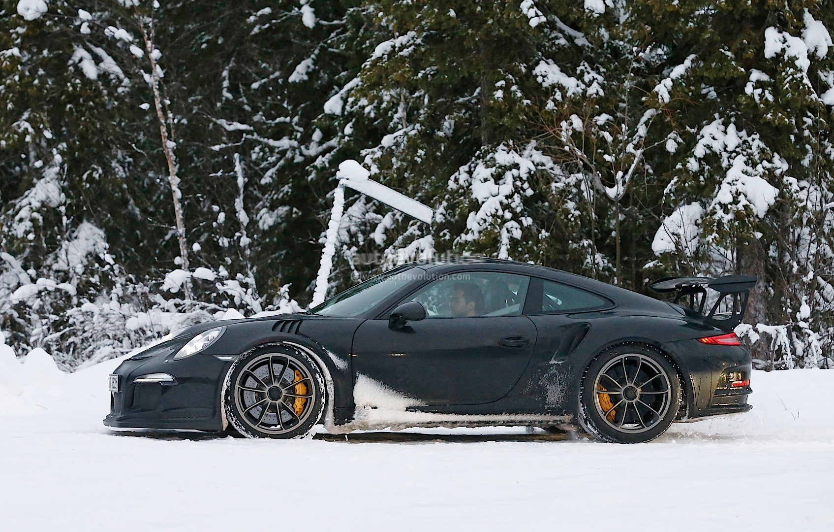 2015 Porsche 911 Gt3 Rs Spied Playing In The Snow
