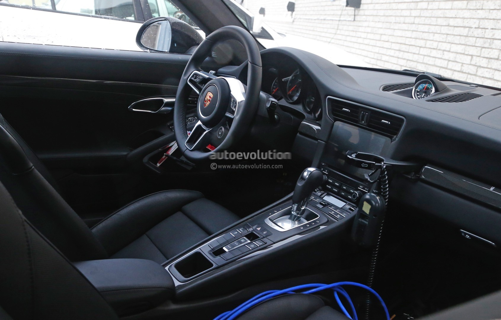 2015 - [Porsche] 911 Restylée [991] - Page 8 2015-porsche-911-turbo-facelift-shows-a-new-steering-wheel-in-latest-spyshots-photo-gallery_1