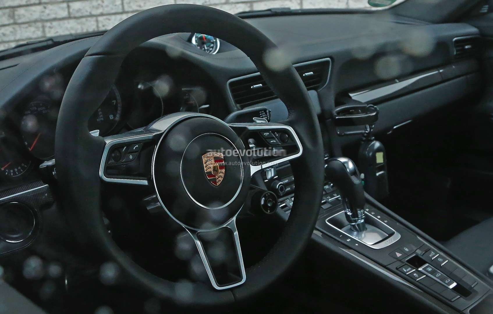 2015 - [Porsche] 911 Restylée [991] - Page 5 2015-porsche-911-turbo-facelift-shows-a-new-steering-wheel-in-latest-spyshots-photo-gallery_2