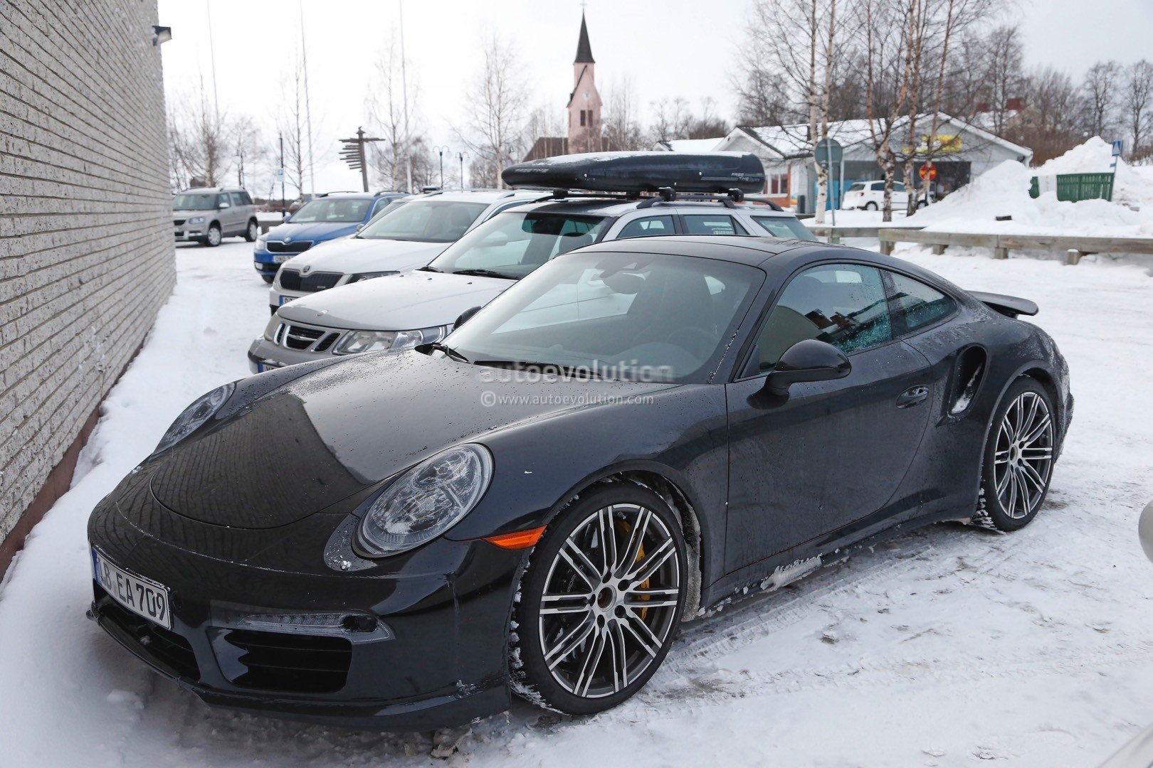 2015 - [Porsche] 911 Restylée [991] - Page 5 2015-porsche-911-turbo-facelift-shows-a-new-steering-wheel-in-latest-spyshots-photo-gallery_4