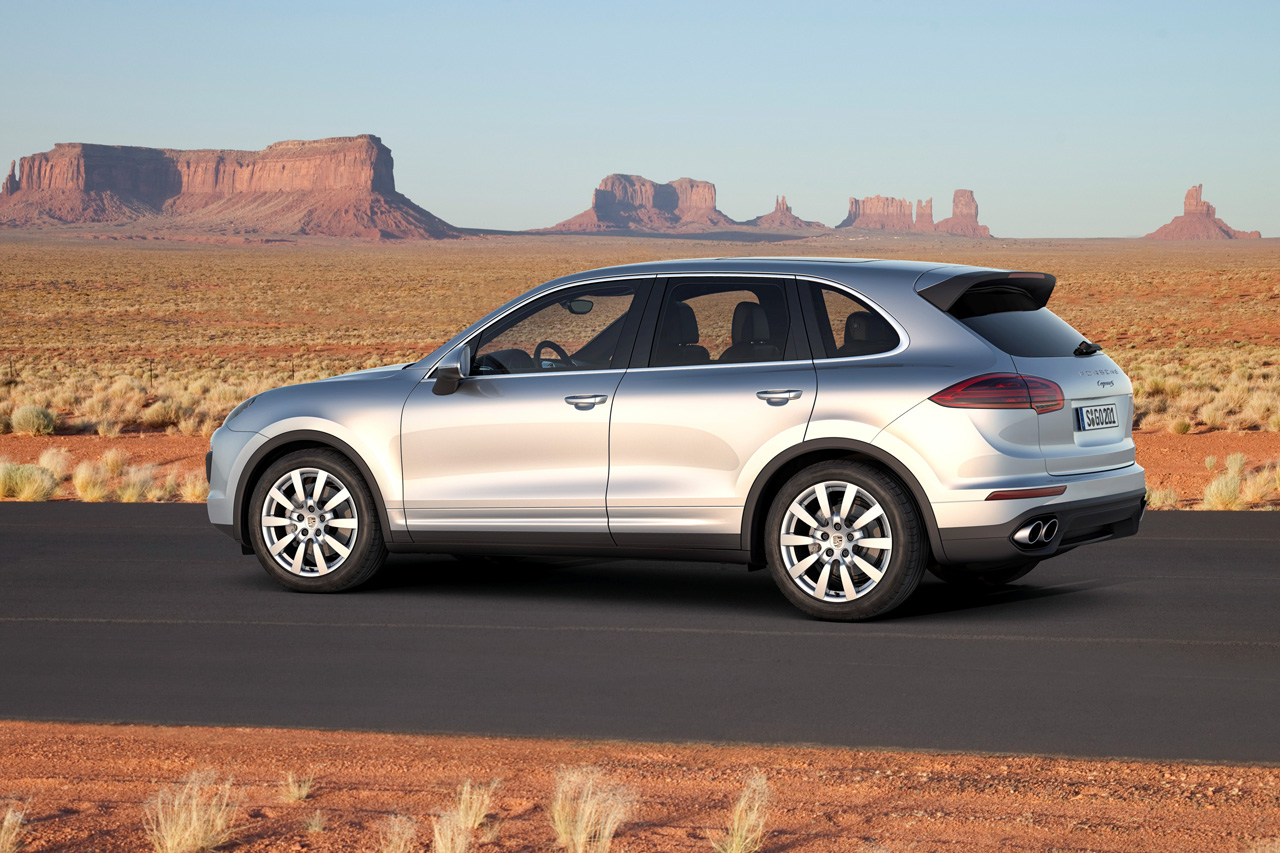2015 porsche cayenne breaks cover with new look. Black Bedroom Furniture Sets. Home Design Ideas
