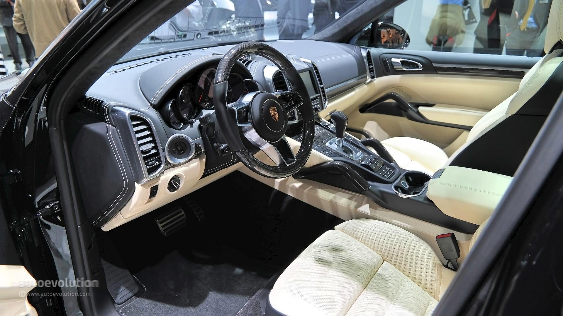 2015 porsche cayenne turbo s facelift surprise unveiling in detroit live photos autoevolution 2016 porsche cayenne interior photos - 2016 Porsche Cayenne Interior