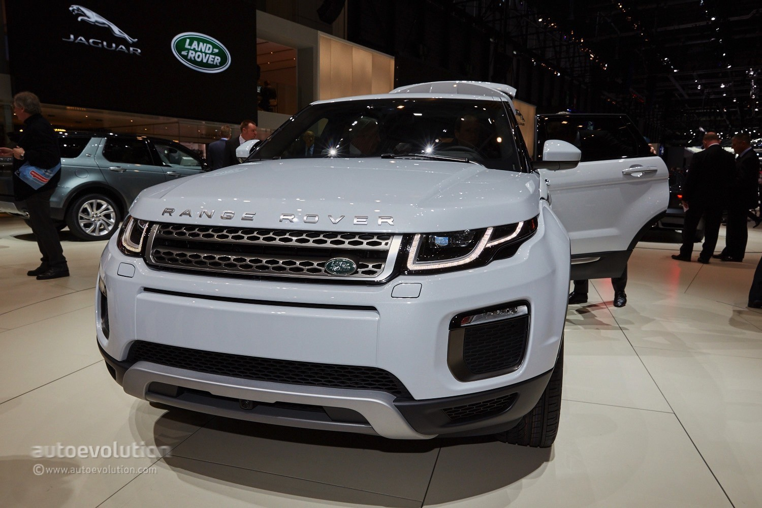 2015 Range Rover Evoque Shown In The Metal For The First