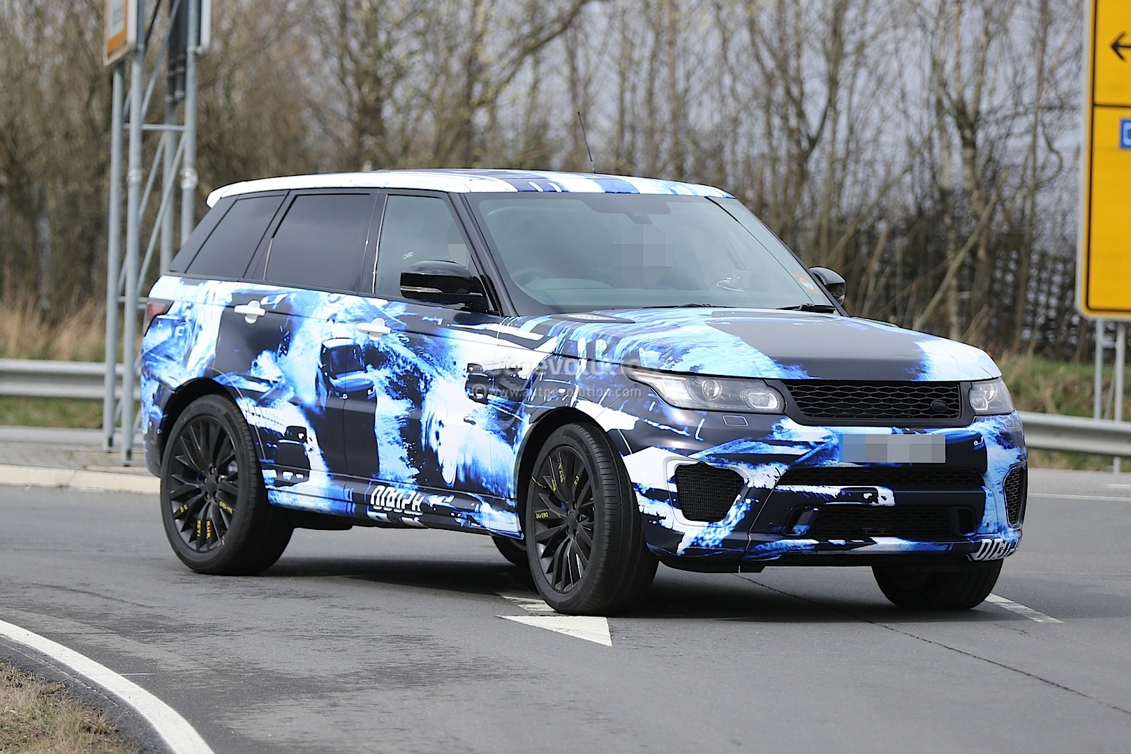 2015 range rover sport rs gets cool camo in latest. Black Bedroom Furniture Sets. Home Design Ideas