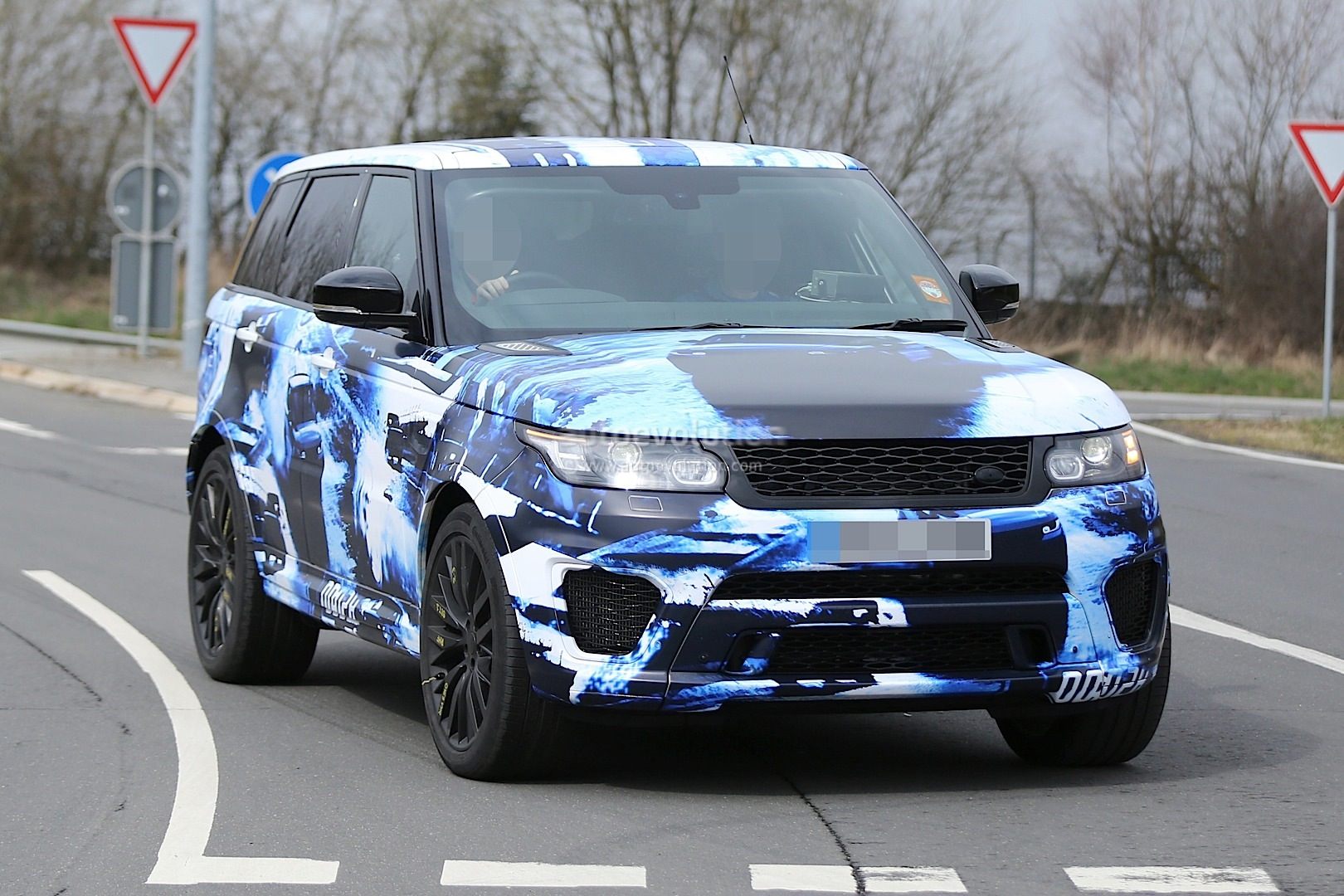 2017 Range Rover Configurations >> 2015 Range Rover Sport RS Gets Cool Camo in Latest ...