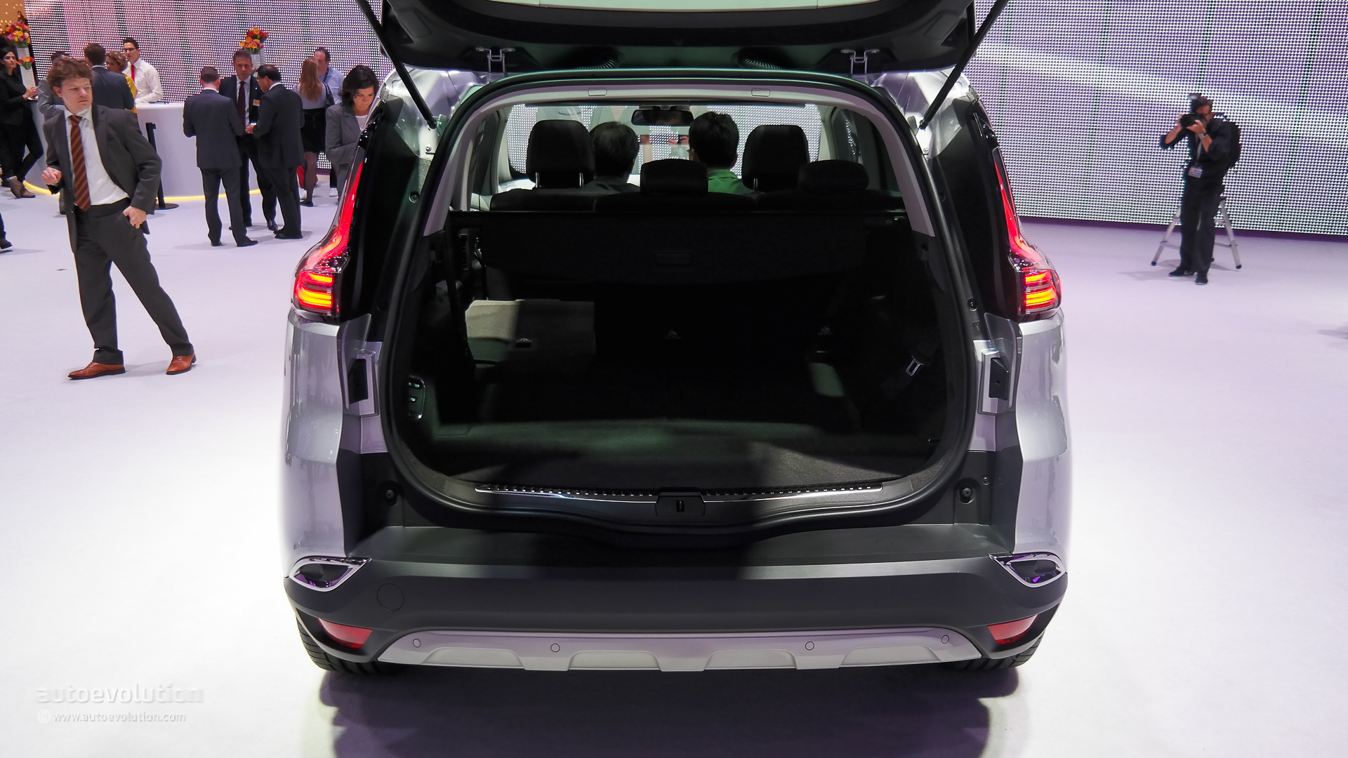 2015 Renault Espace Configurator Launched: Prices Start at ...