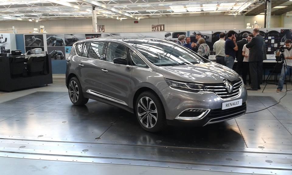 2015 renault espace interior first photos autoevolution for Renault espace v interieur