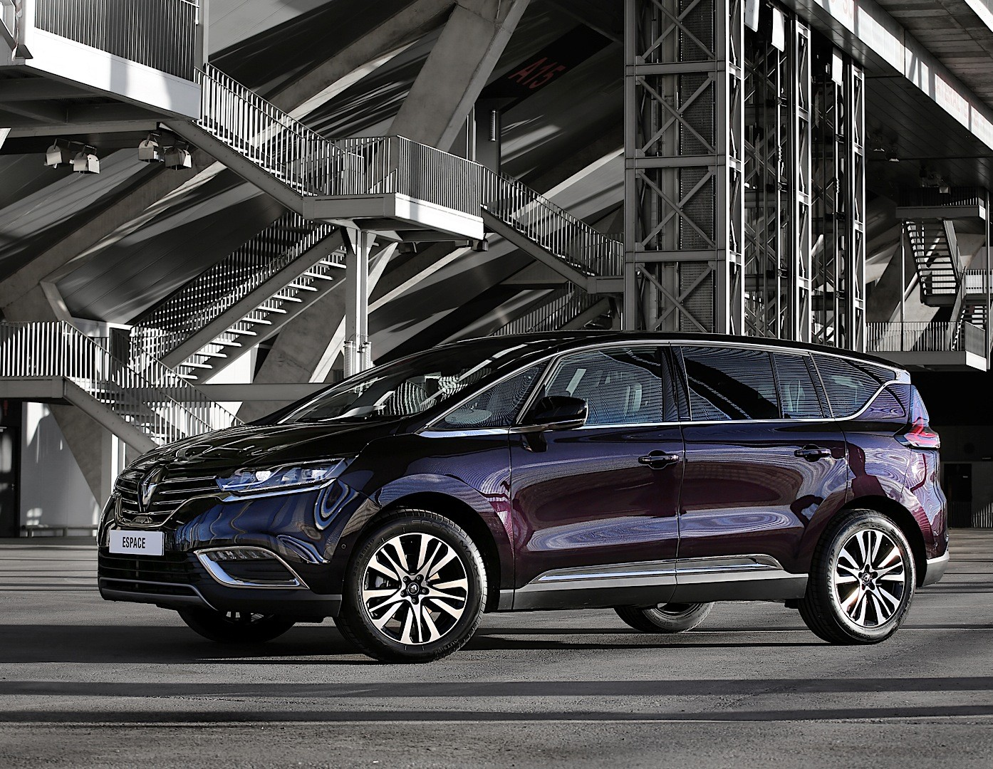 Reno Calendar May : Renault espace looks stunning in dark amethyst