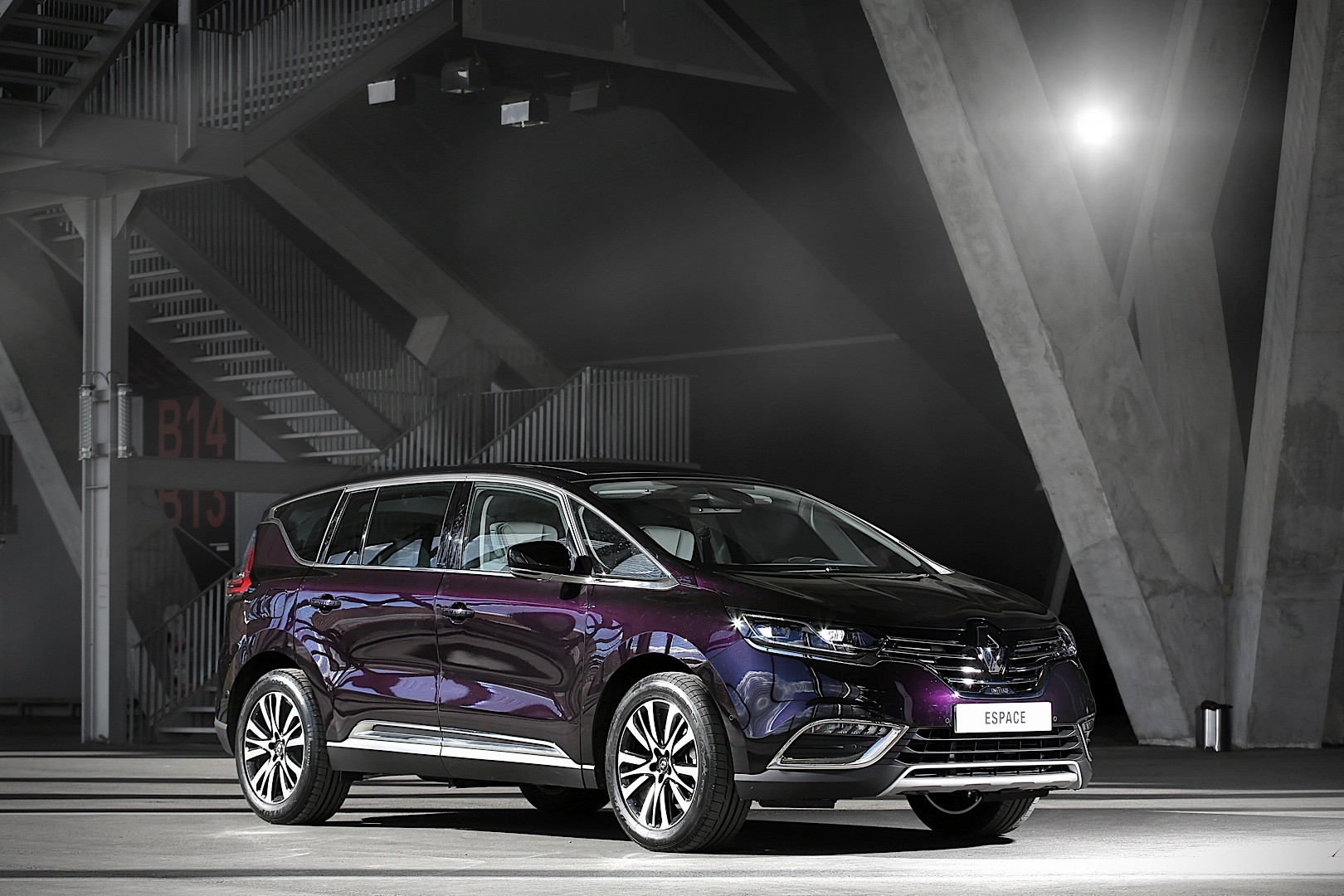 2015 renault espace looks stunning in dark amethyst autoevolution. Black Bedroom Furniture Sets. Home Design Ideas