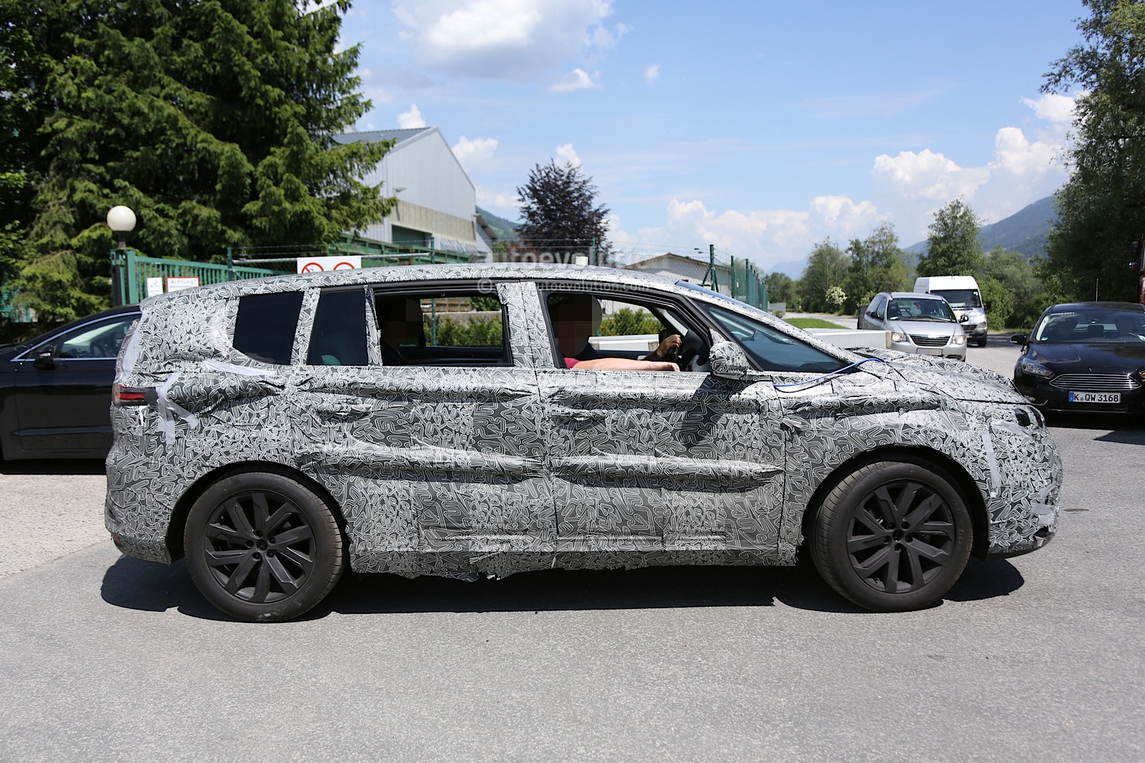 2015 Renault Espace Spied With Full Led Lights And New