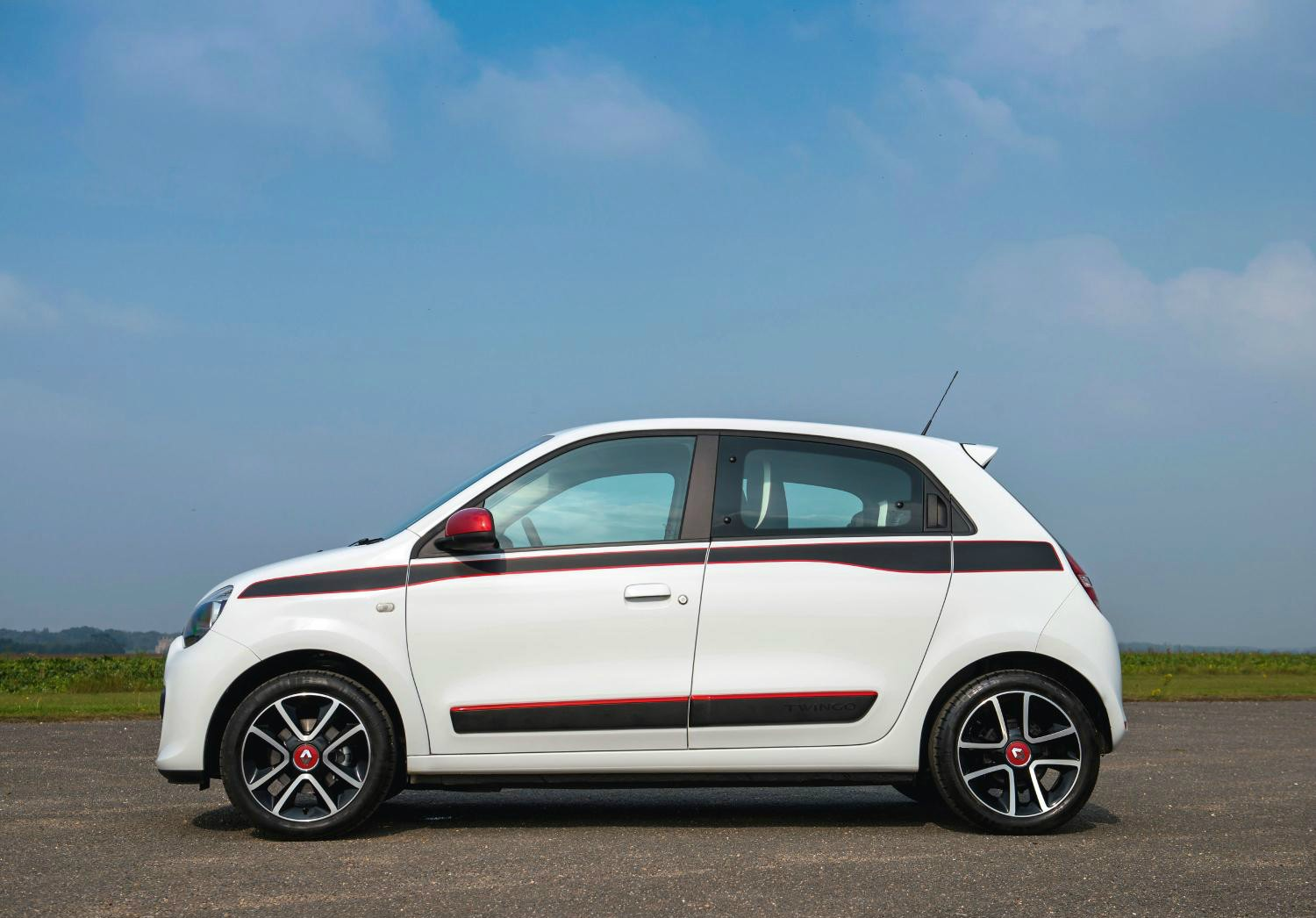 2015 renault twingo dynamique s introduced in the uk autoevolution. Black Bedroom Furniture Sets. Home Design Ideas