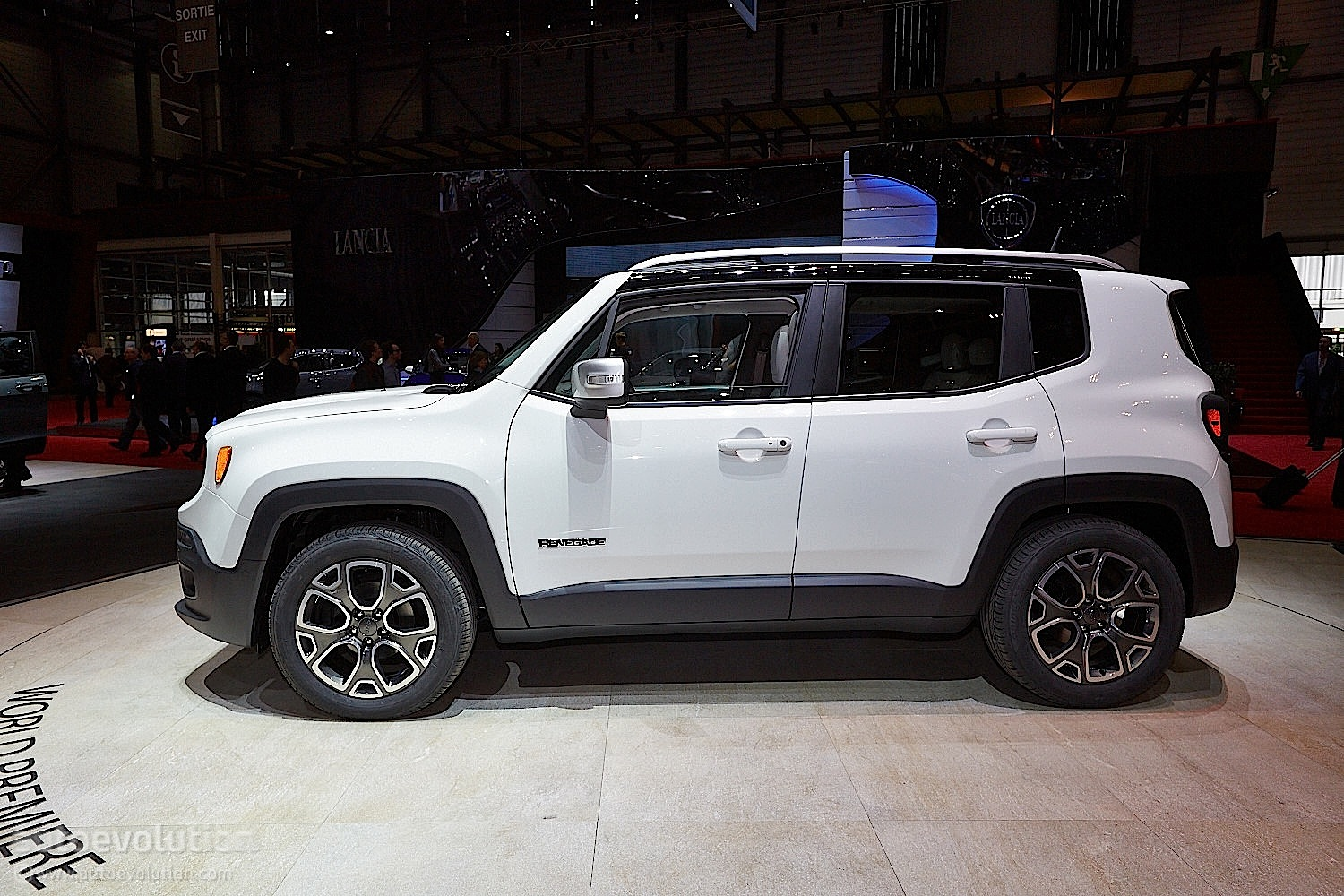 2015 jeep renegade bows in geneva live photos autoevolution. Black Bedroom Furniture Sets. Home Design Ideas
