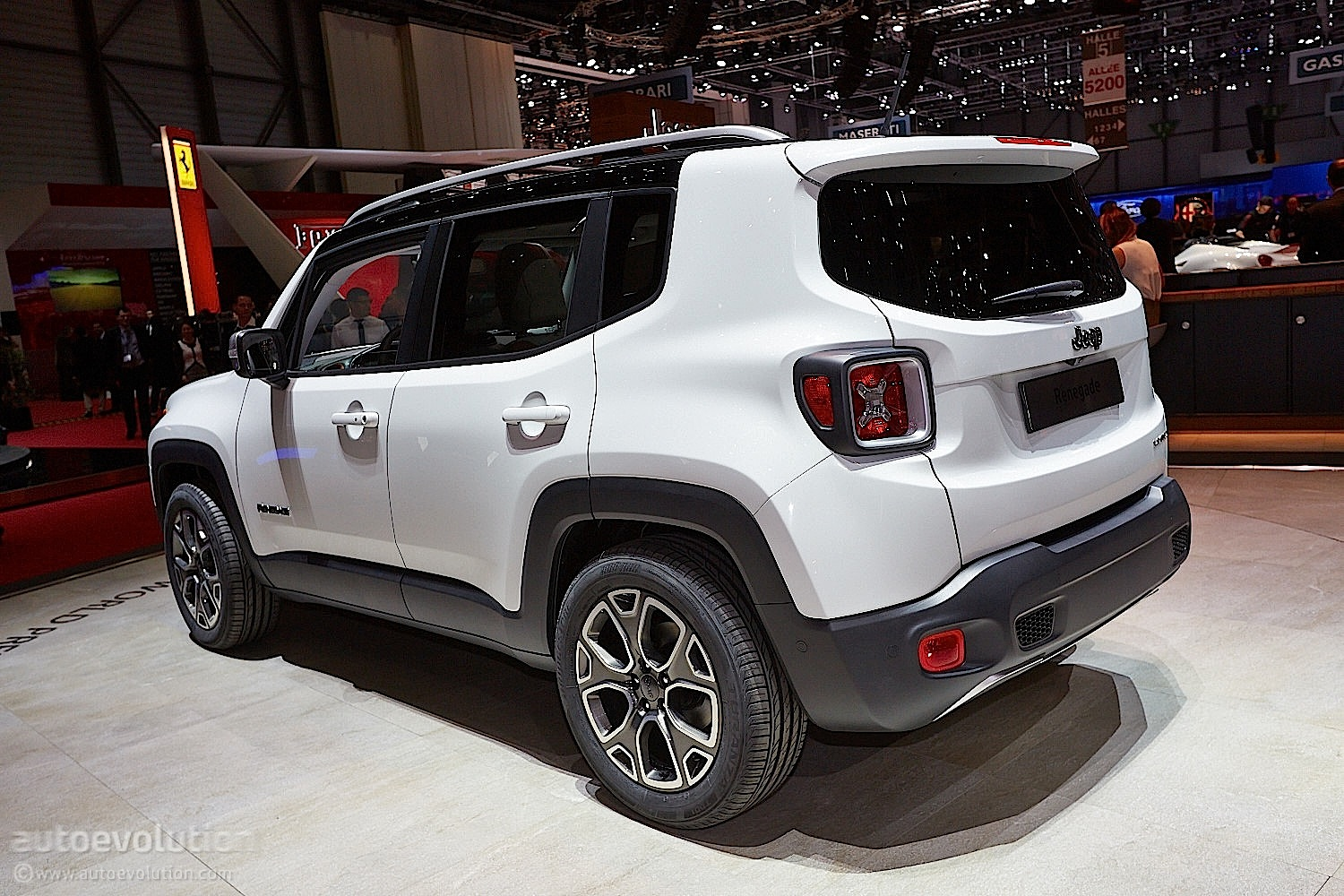2015 jeep renegade bows in geneva live photos. Black Bedroom Furniture Sets. Home Design Ideas