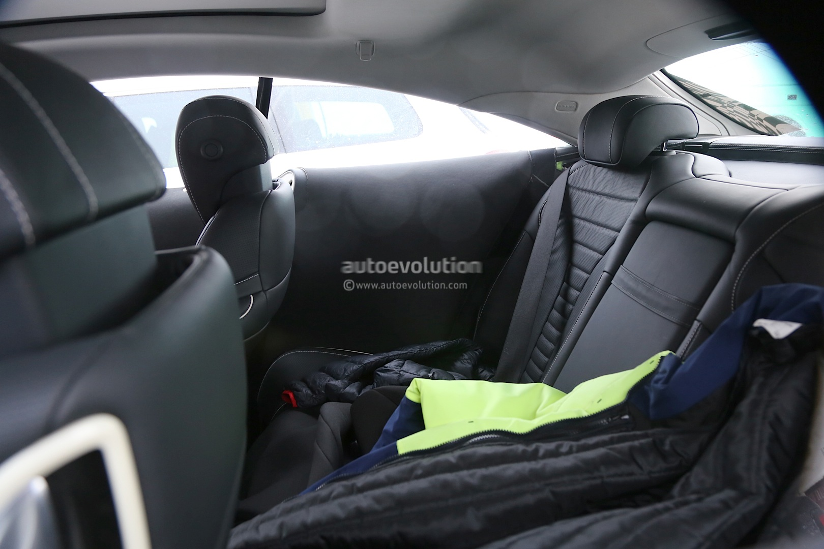 (C217): Fotos em testes e interior 2015-s-class-coupe-c217-shows-off-its-interior-photo-gallery_3