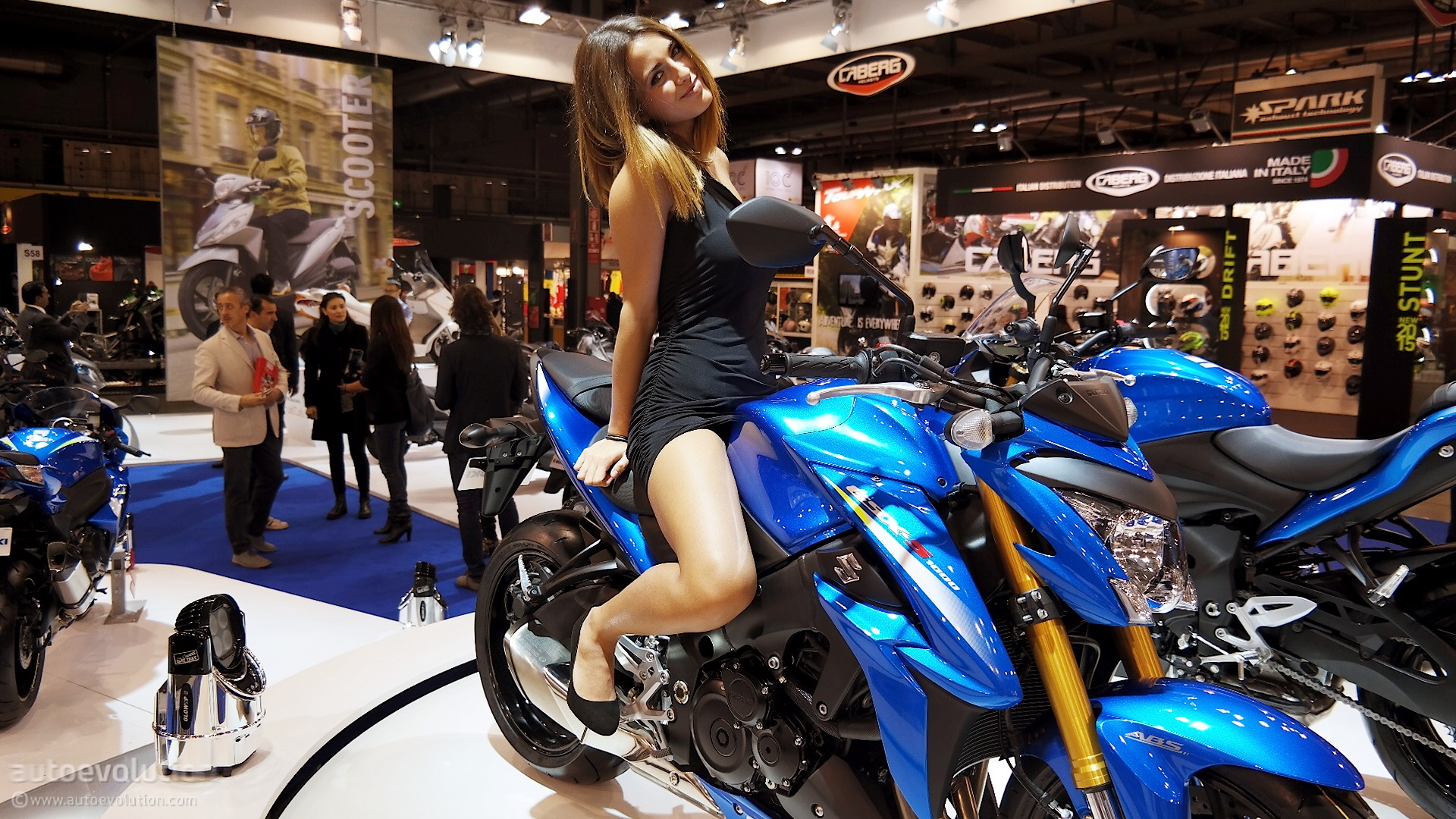 2016 suzuki gsx s1000 brings updates to eicma 2014 live photos autoevolution. Black Bedroom Furniture Sets. Home Design Ideas