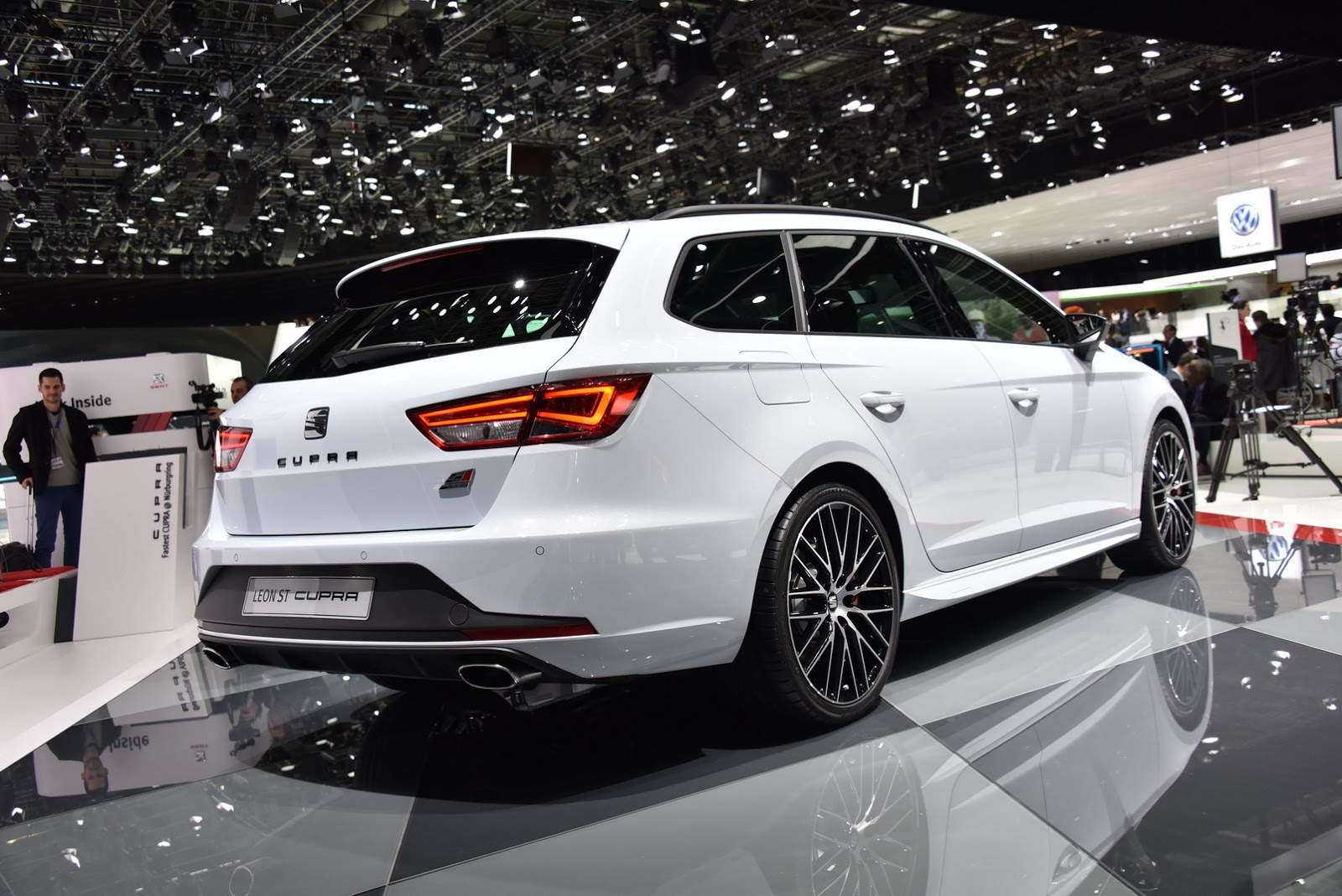 2015 seat leon st cupra 280 is a great family oriented hot. Black Bedroom Furniture Sets. Home Design Ideas