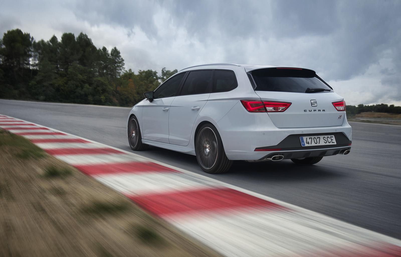 Car Seat Stages >> 2015 SEAT Leon ST Cupra Revealed: 280 HP Hot Estate - autoevolution