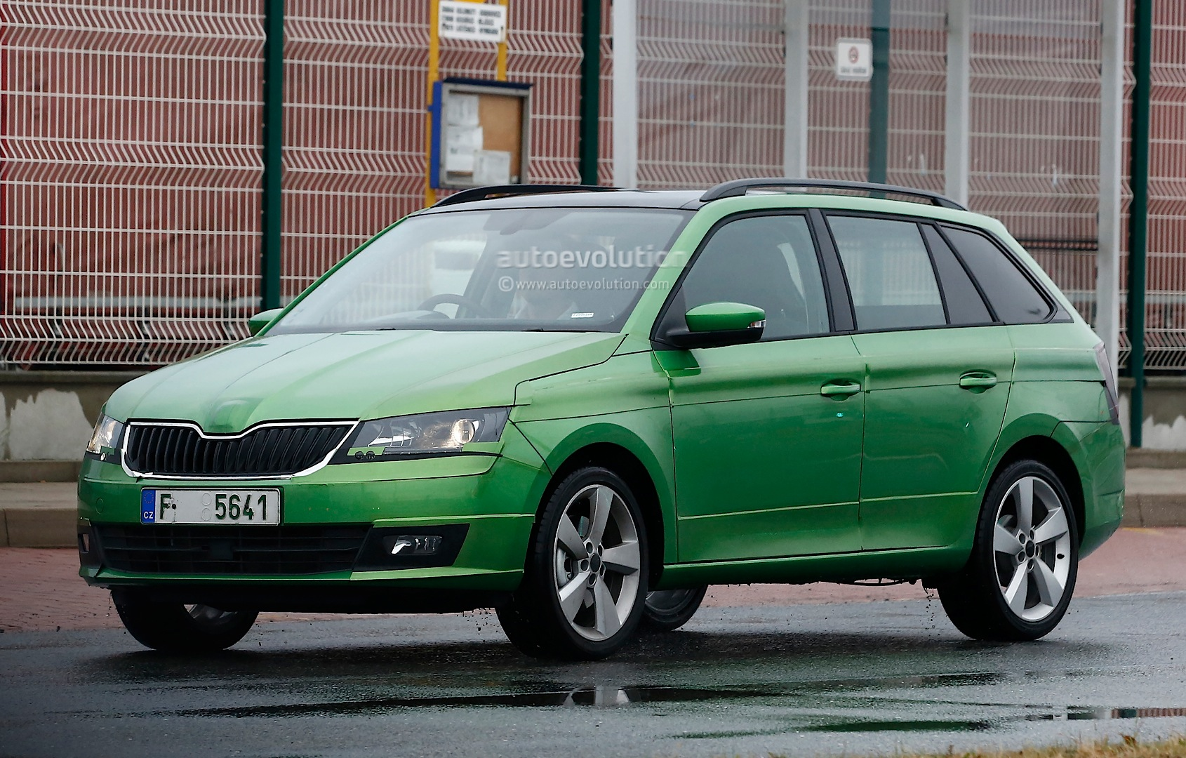 2015 skoda fabia combi spied almost undisguised. Black Bedroom Furniture Sets. Home Design Ideas