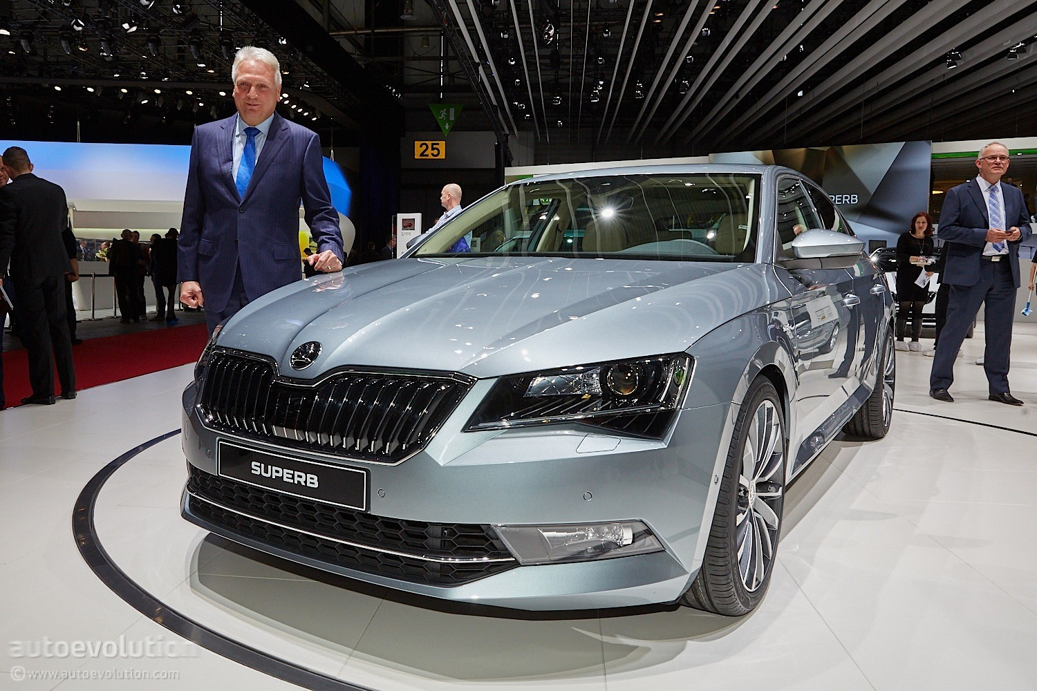 2015 Skoda Superb Is Bigger And More Luxurious At Geneva Debut Autoevolution