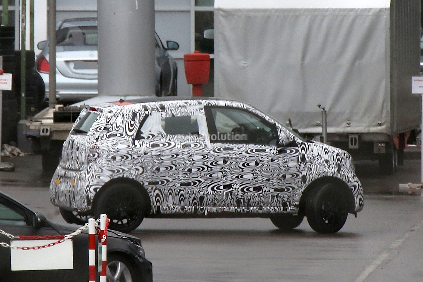 2014 - [Smart] Forfour [W453] - Page 5 2015-smart-forfour-spied-for-the-first-time-photo-gallery_14
