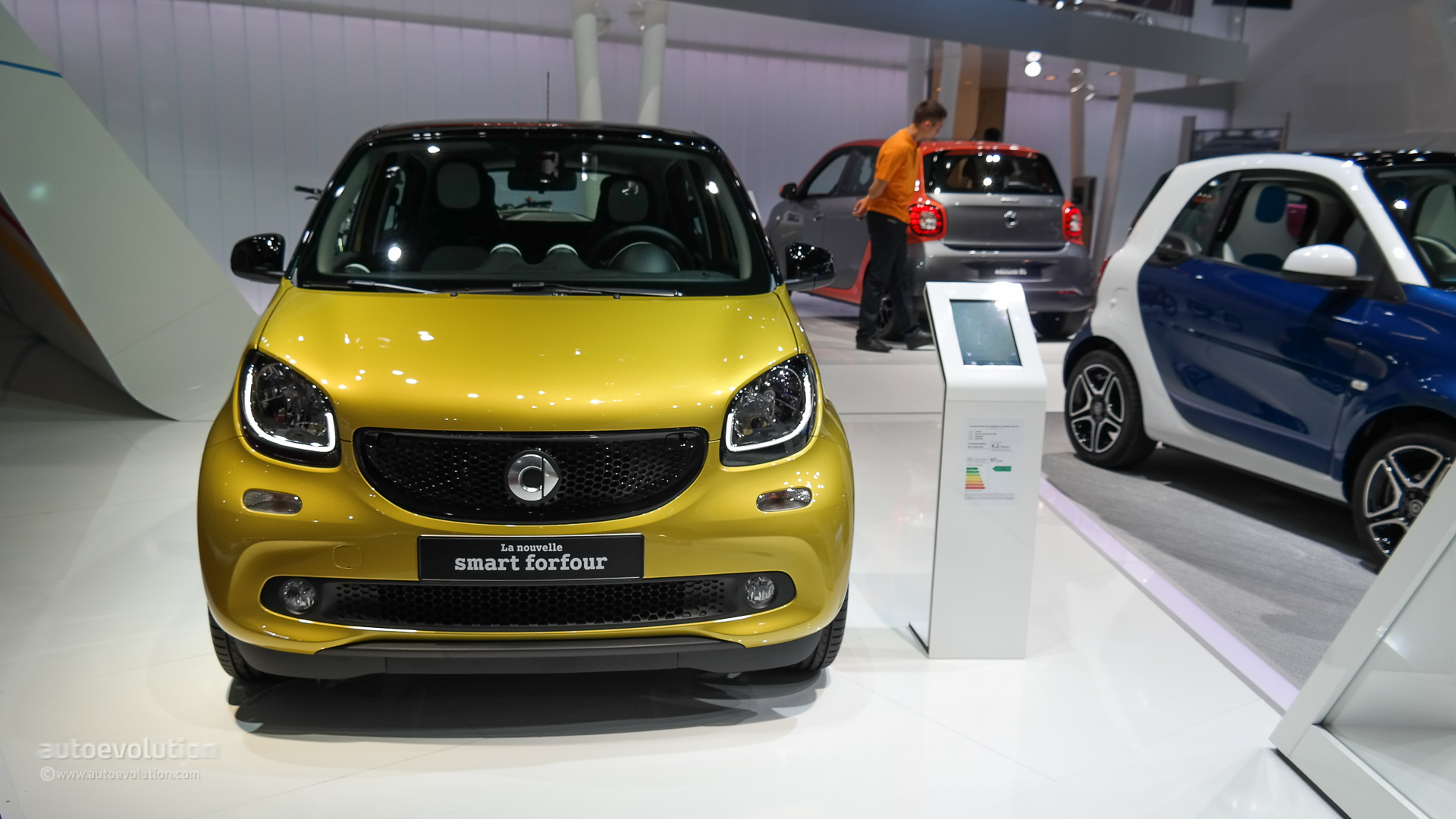 2015 smart fortwo and forfour make world debuts at paris live photos autoevolution. Black Bedroom Furniture Sets. Home Design Ideas