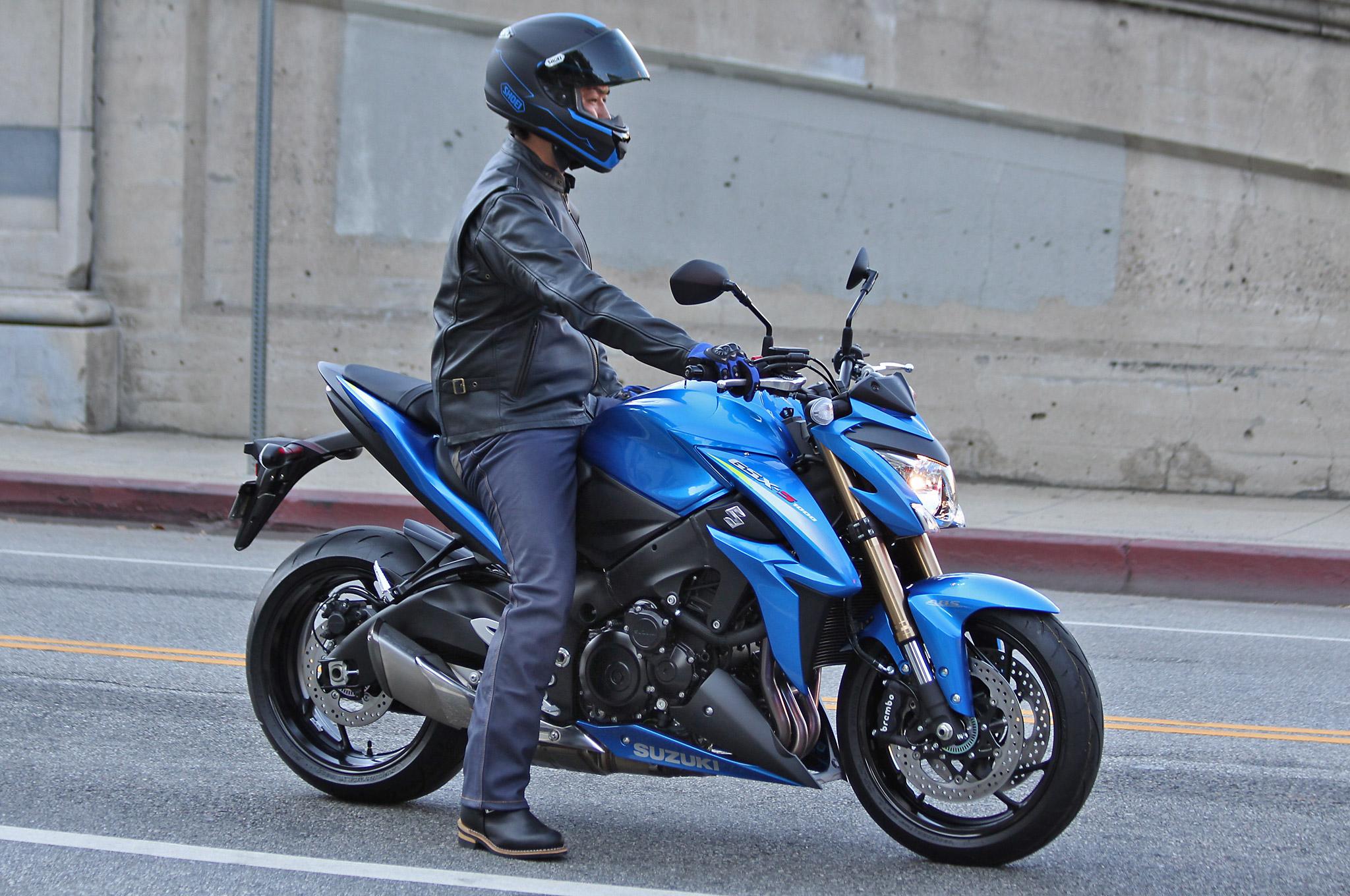 http://s1.cdn.autoevolution.com/images/news/gallery/2015-suzuki-gsx-s1000-high-resolution-pics-show-bike-ready-to-roll-photo-gallery_1.jpg