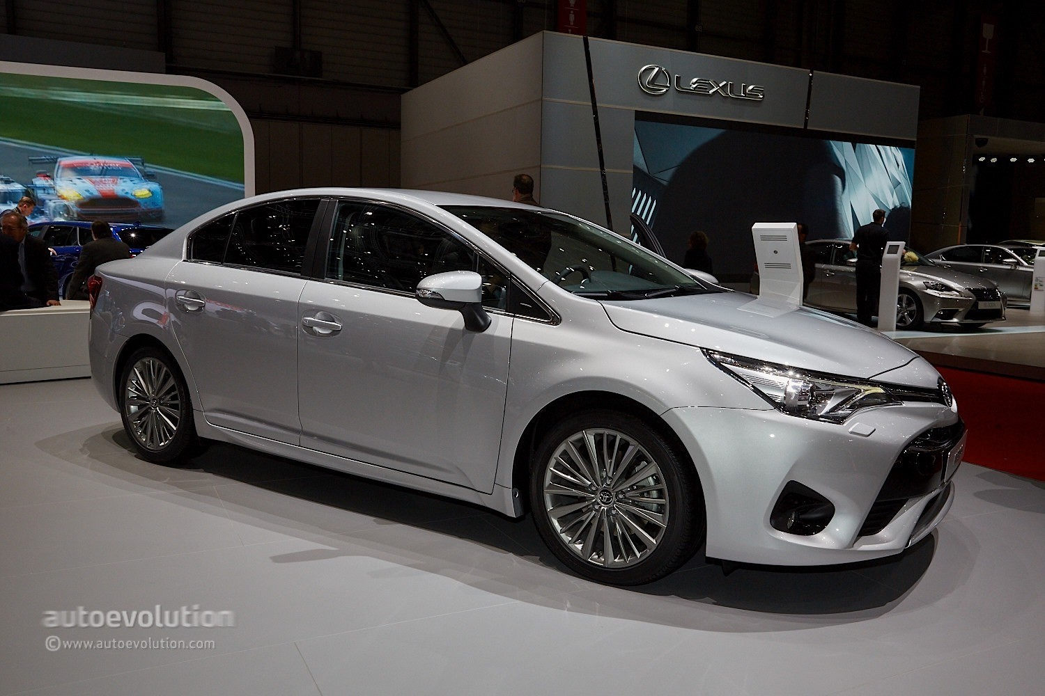 2015 toyota avensis facelift looks sharper than ever in geneva autoevolution. Black Bedroom Furniture Sets. Home Design Ideas
