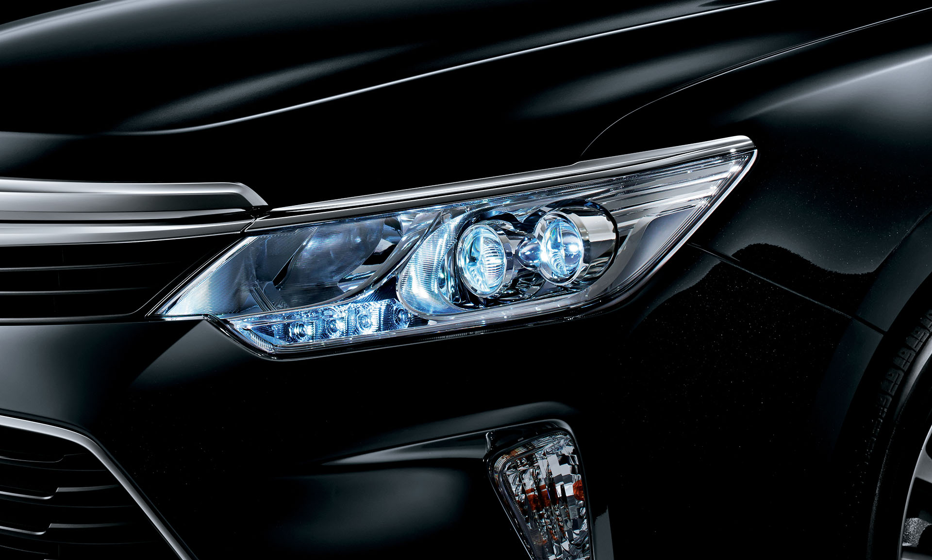 camry toyota headlights led japan trim woodgrain gets autoevolution