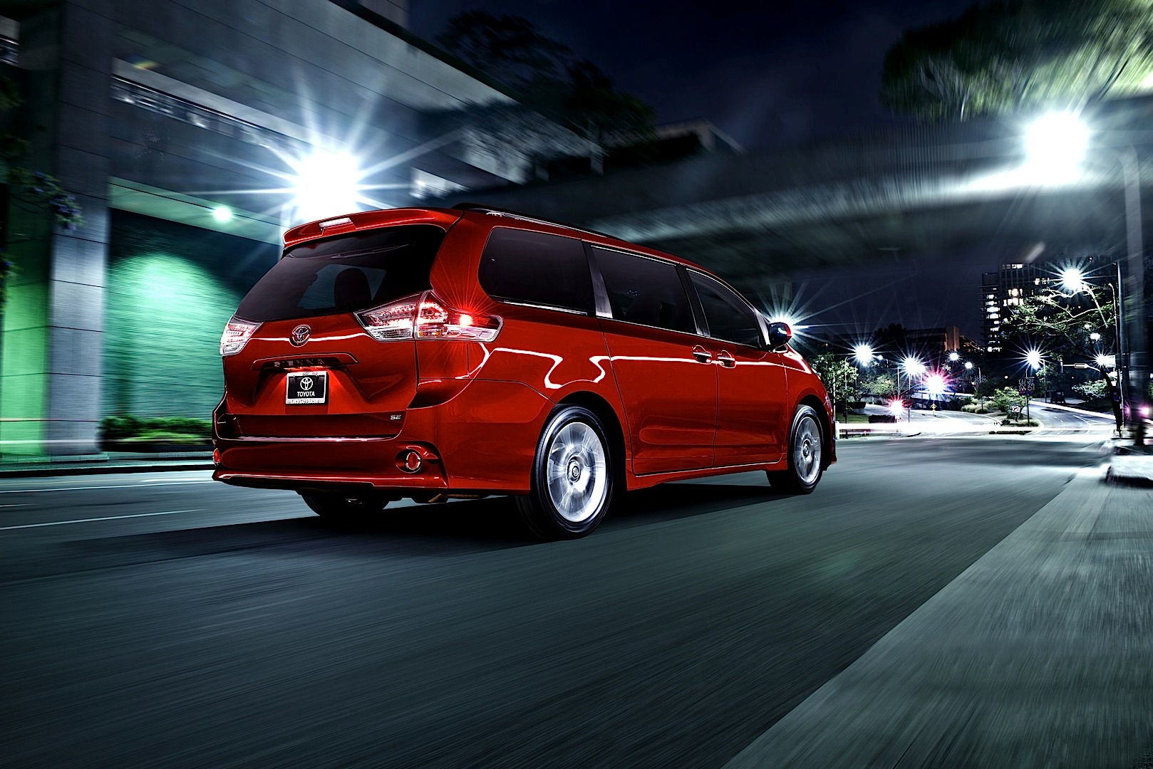 2015 Toyota Sienna Gets Unveiled Over The Internet