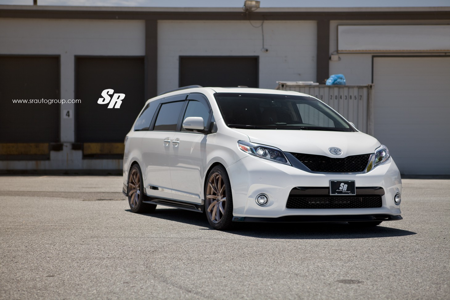 2015 Toyota Sienna On Pur Wheels Looks Unexpectedly Sporty Autoevolution
