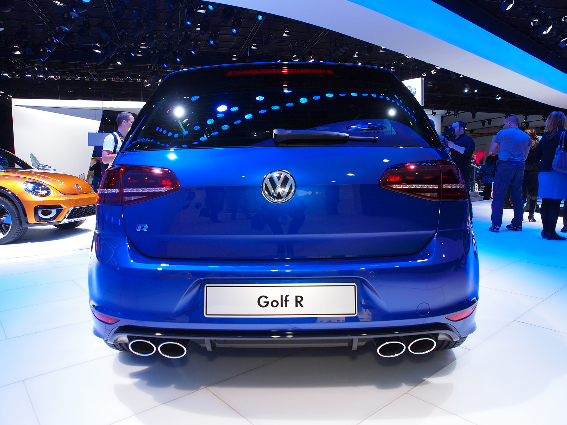 2015 volkswagen golf r is a hot hatch in detroit live photos autoevolution. Black Bedroom Furniture Sets. Home Design Ideas