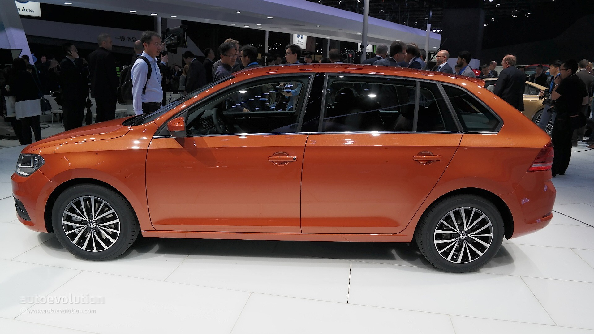 2015 Volkswagen Gran Santana Hatch Debuts in Shanghai with Skoda Rapid Looks - autoevolution