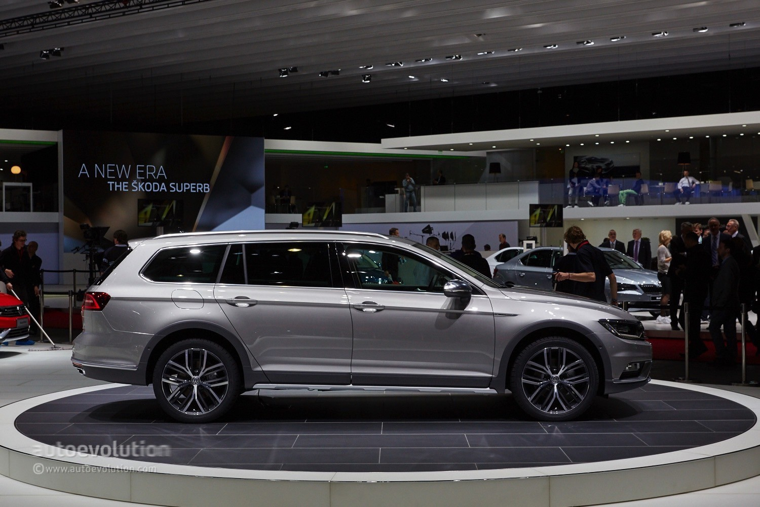 2015 Volkswagen Passat Alltrack Makes a First Appearance in the Metal at Geneva - autoevolution