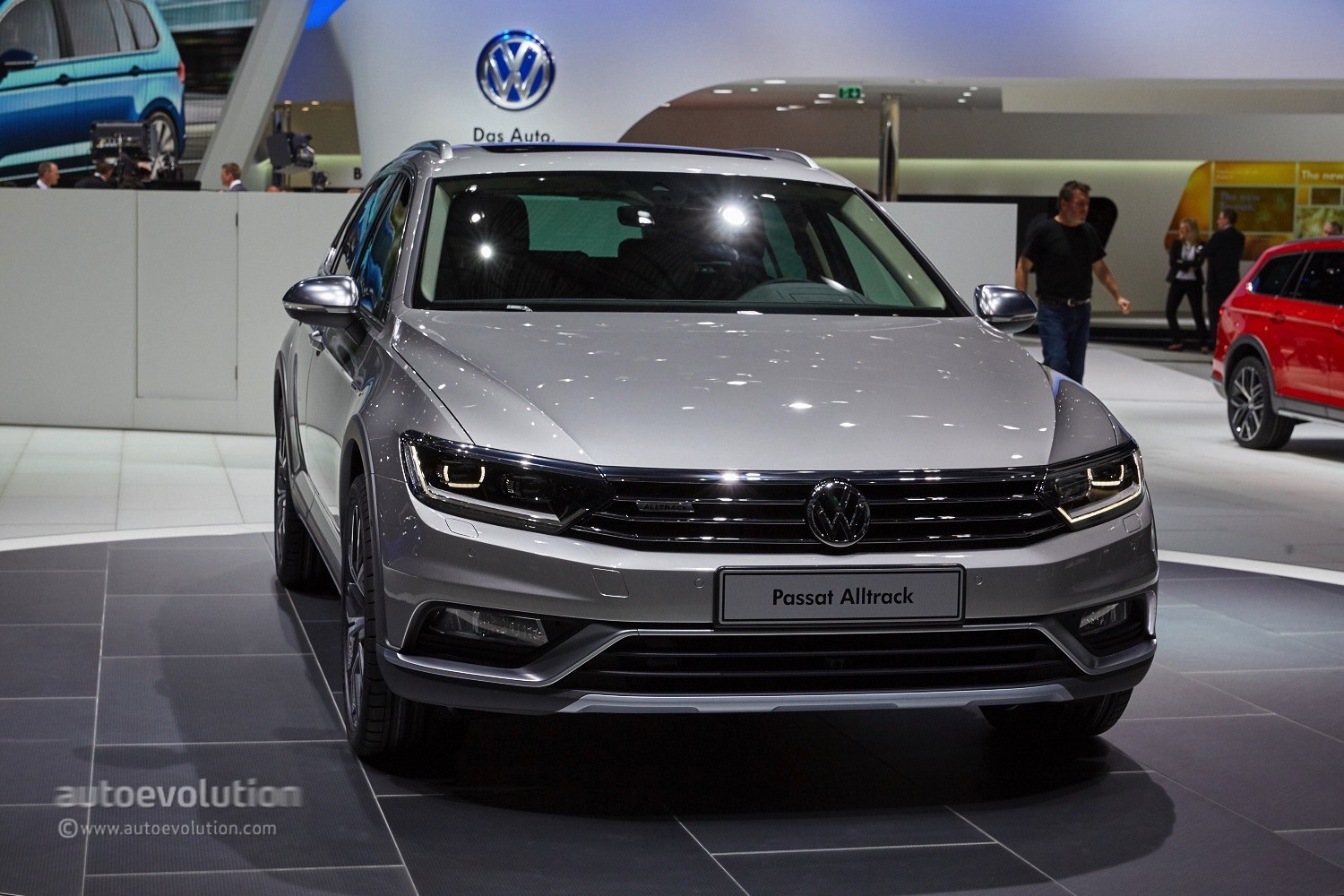 2015 volkswagen passat alltrack makes a first appearance in the metal at geneva autoevolution. Black Bedroom Furniture Sets. Home Design Ideas