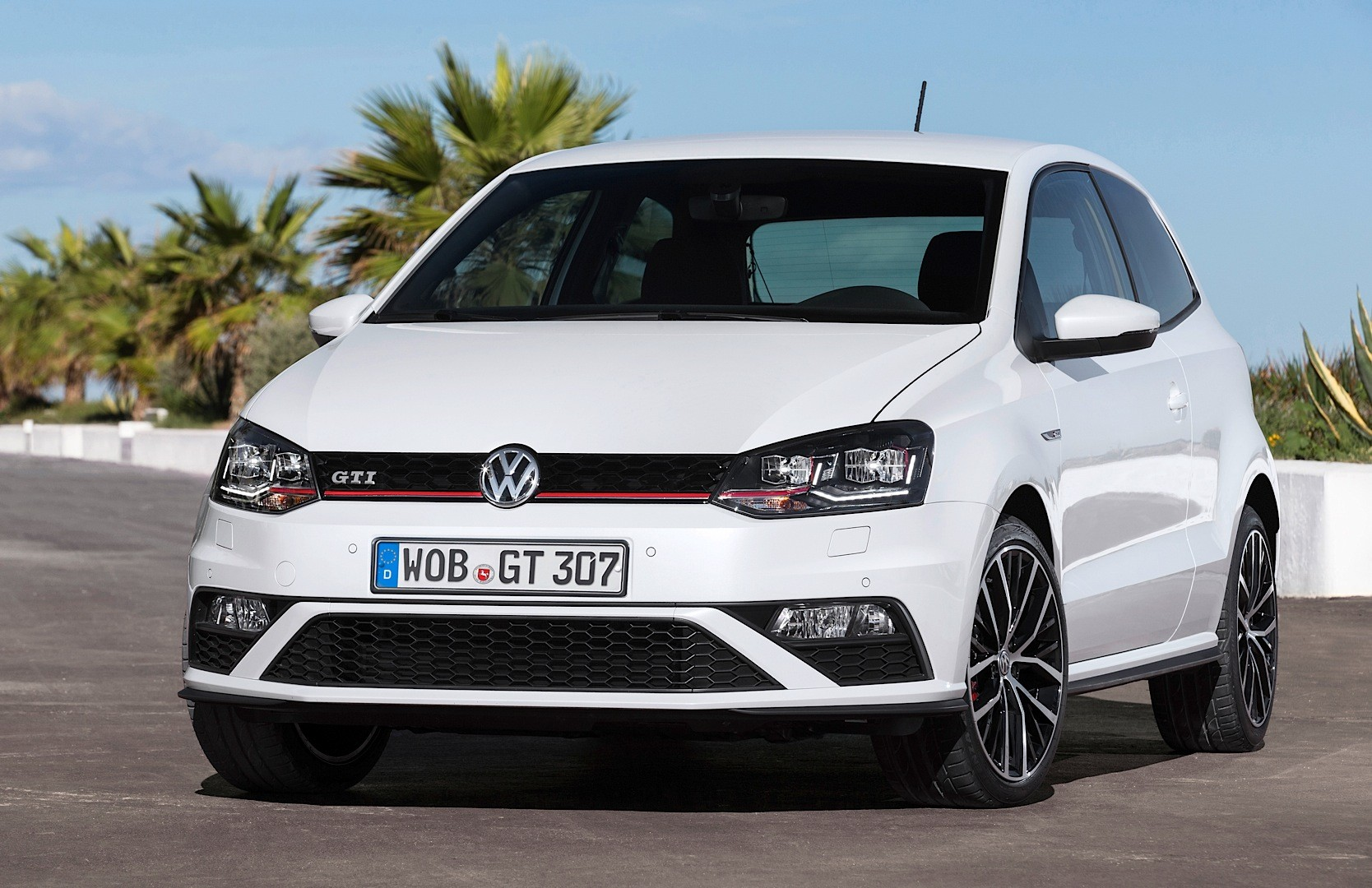 2015 Volkswagen Polo GTI 6R Facelift New Photos and Details