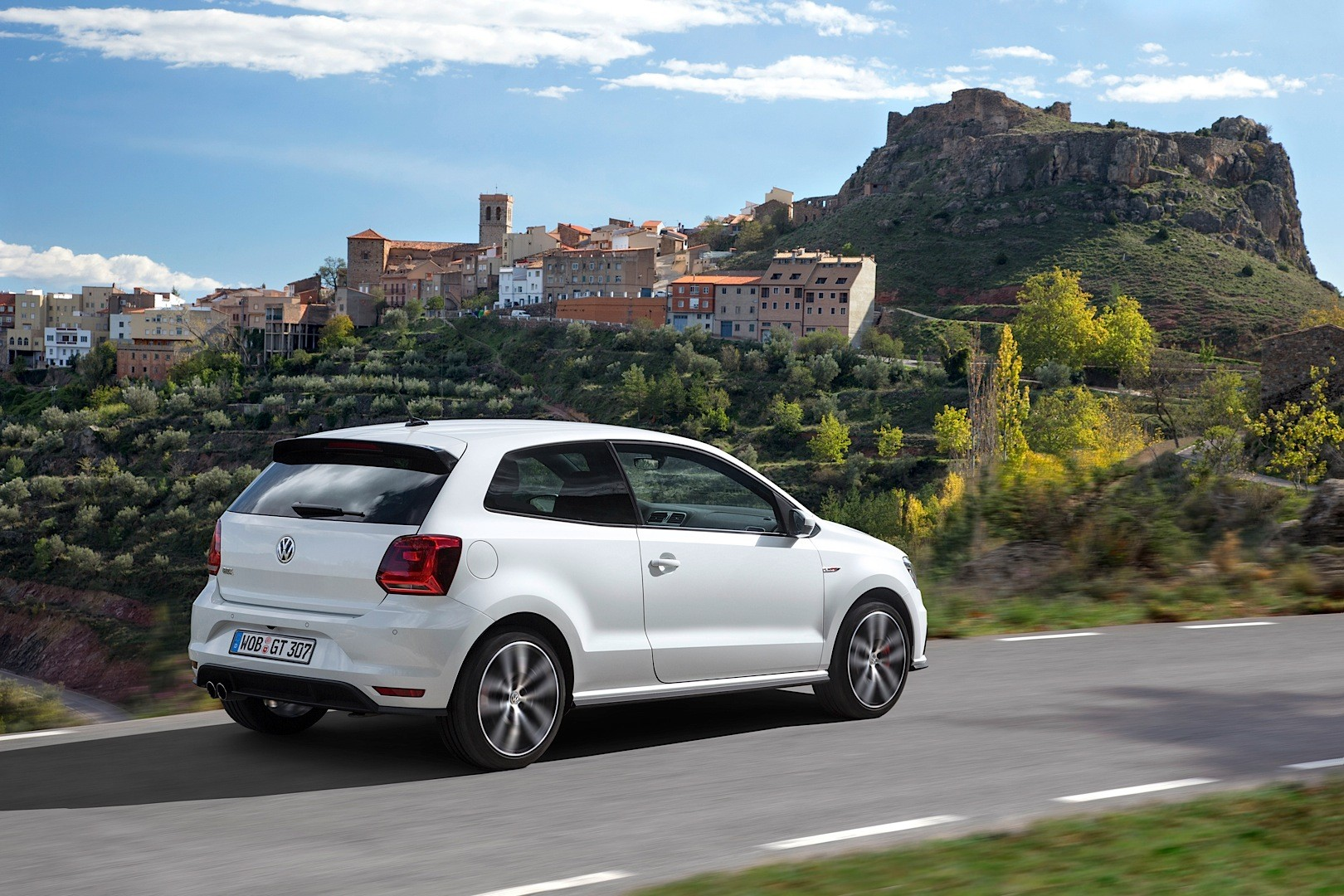 2015 volkswagen polo gti 6r facelift new photos and details released autoevolution. Black Bedroom Furniture Sets. Home Design Ideas