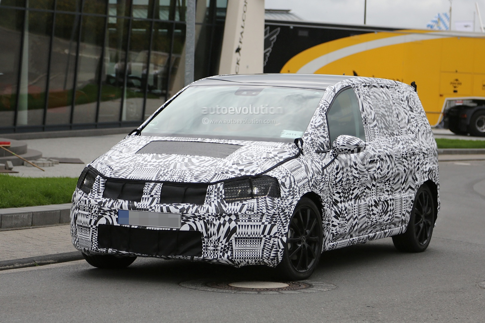 2015 Volkswagen Touran Spied With Led Headlights