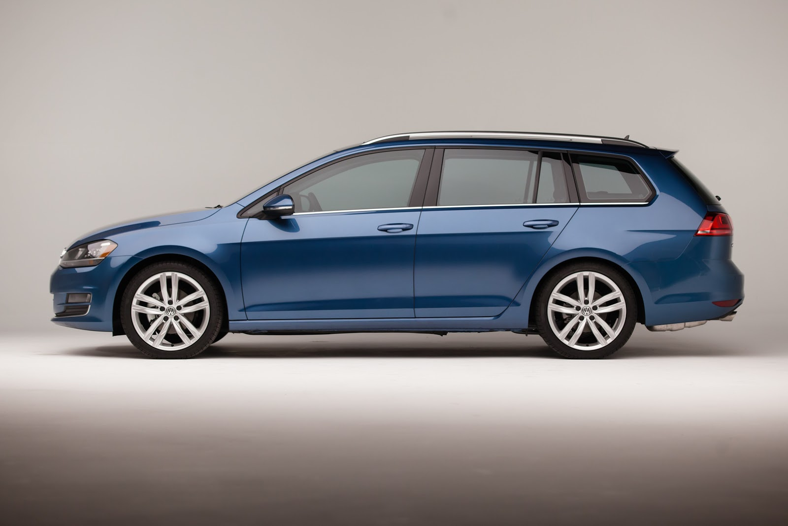 2015 vw golf wagon prices start from 21 395 autoevolution. Black Bedroom Furniture Sets. Home Design Ideas