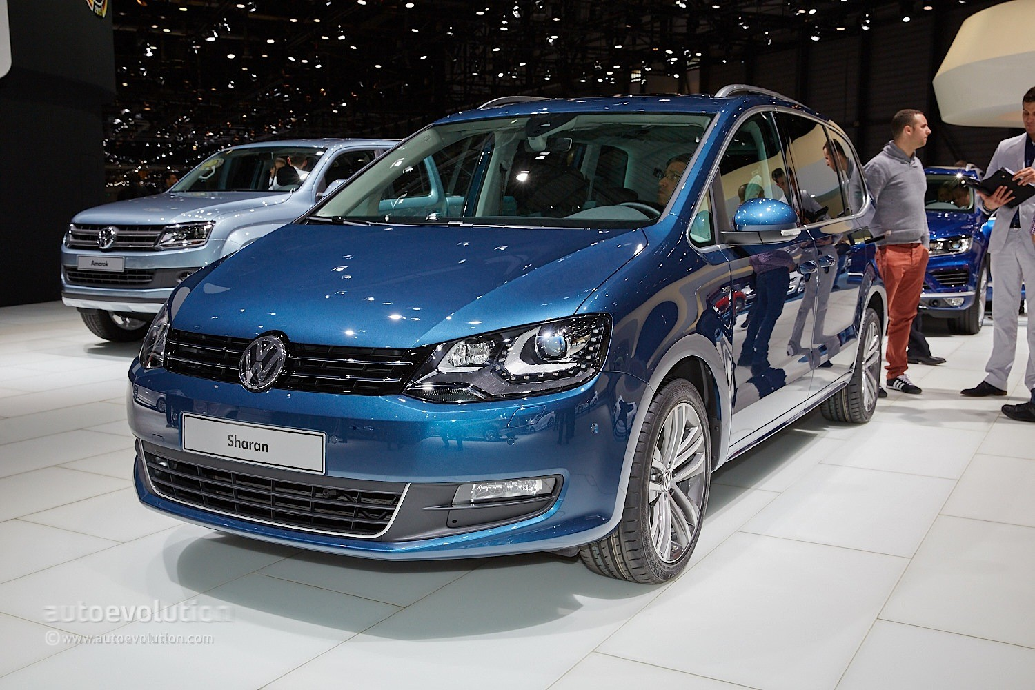 Live Photos: 2015 VW Sharan Facelift Gets New Engines, CarPlay and LED Taillights - autoevolution