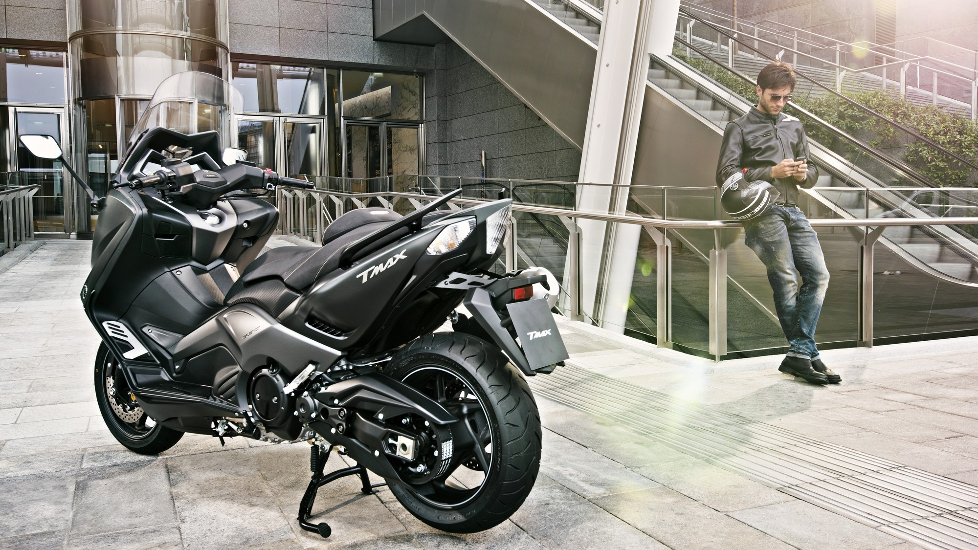 2015 yamaha t max iron max looks sharp and evil autoevolution. Black Bedroom Furniture Sets. Home Design Ideas